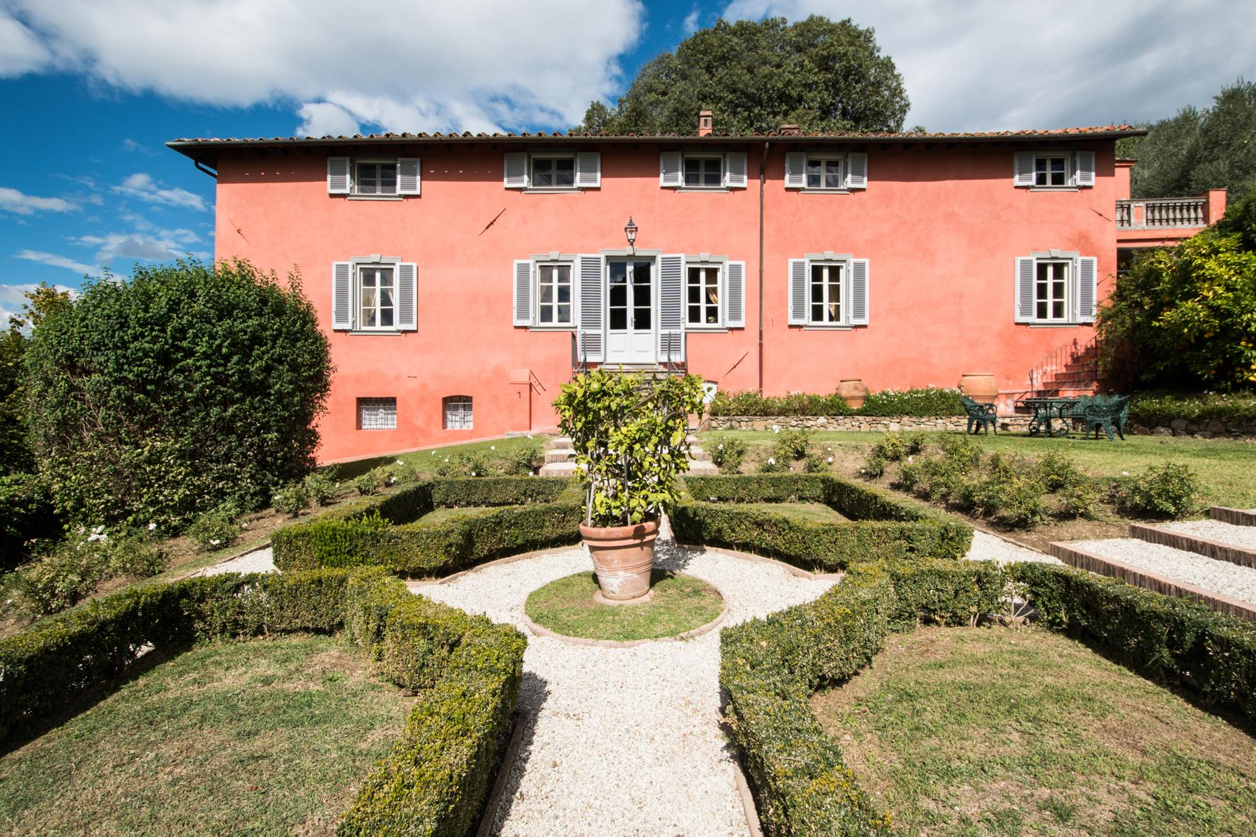 Marvelous villa in the countryside of Lucca - 1