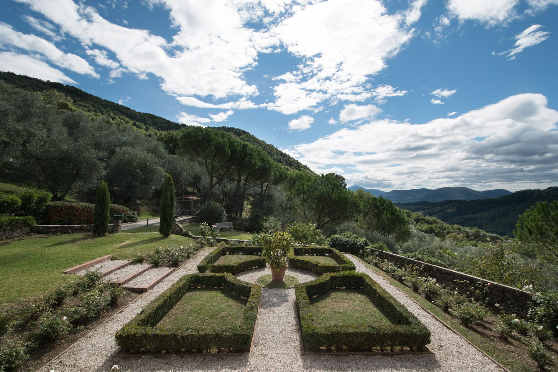 Marvelous villa in the countryside of Lucca - 3
