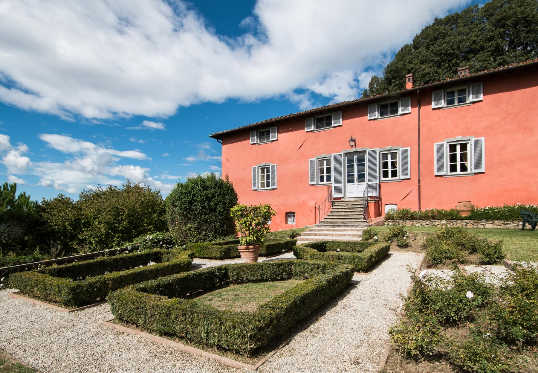 Marvelous villa in the countryside of Lucca - 2
