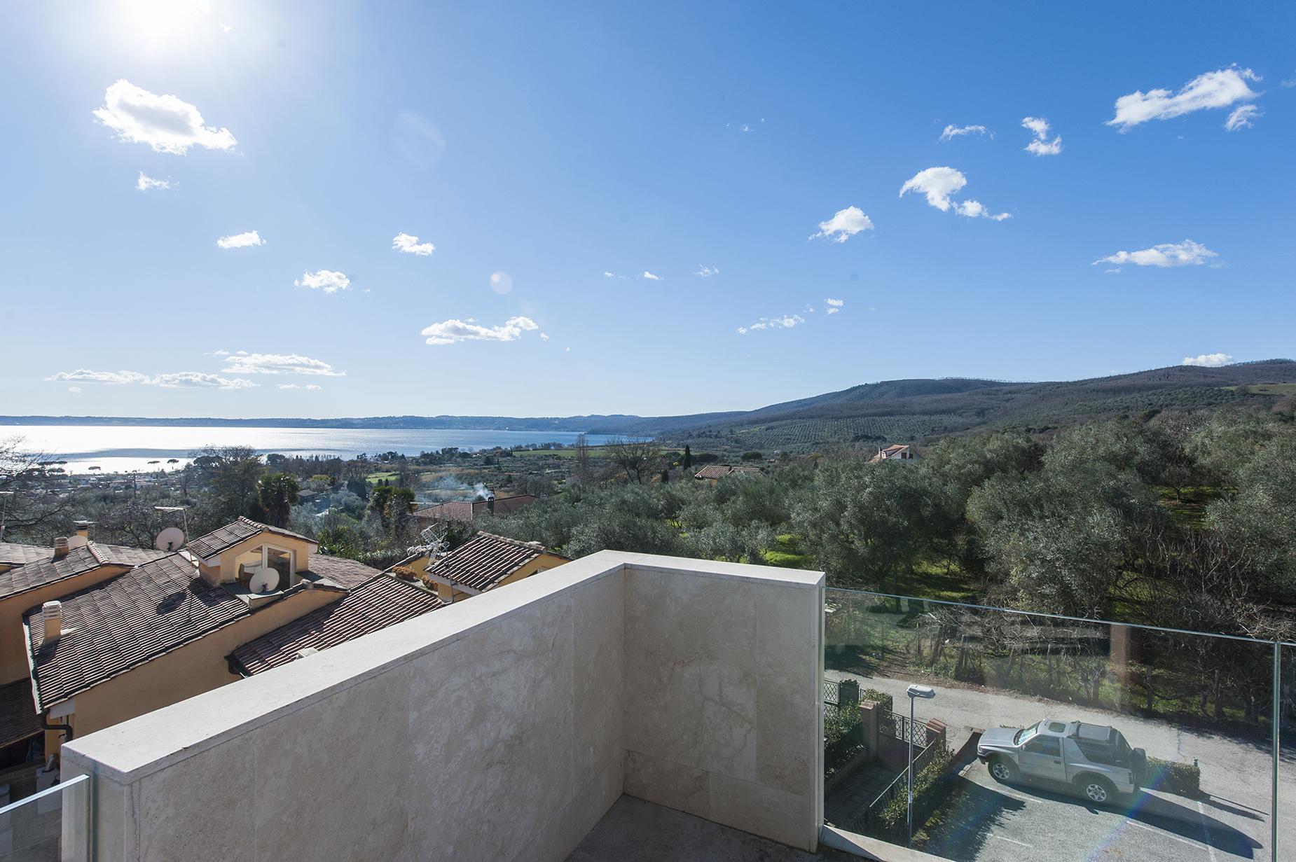 Modern penthouse overlooking Lake Bracciano - 12