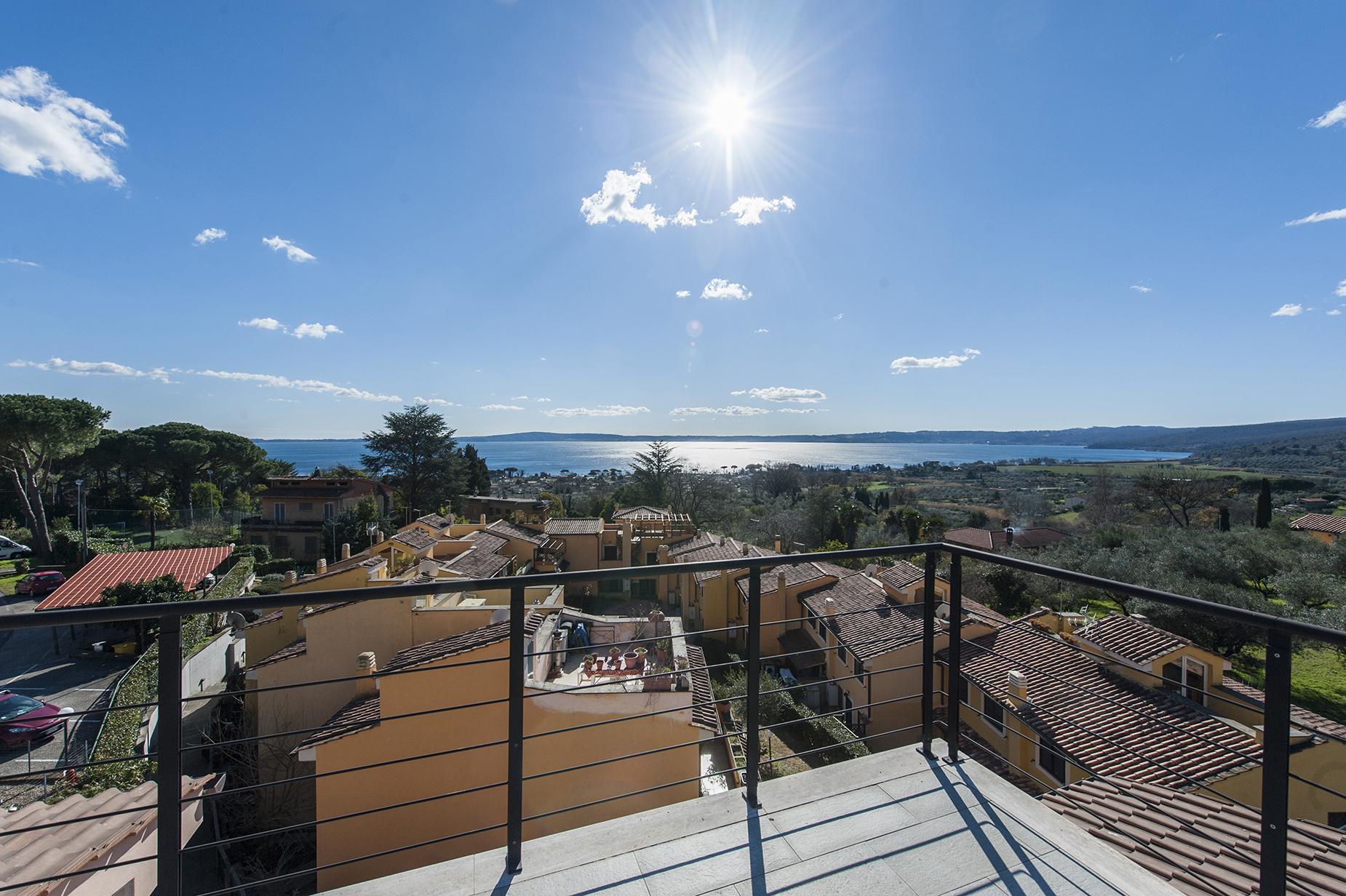 Modern penthouse overlooking Lake Bracciano - 15