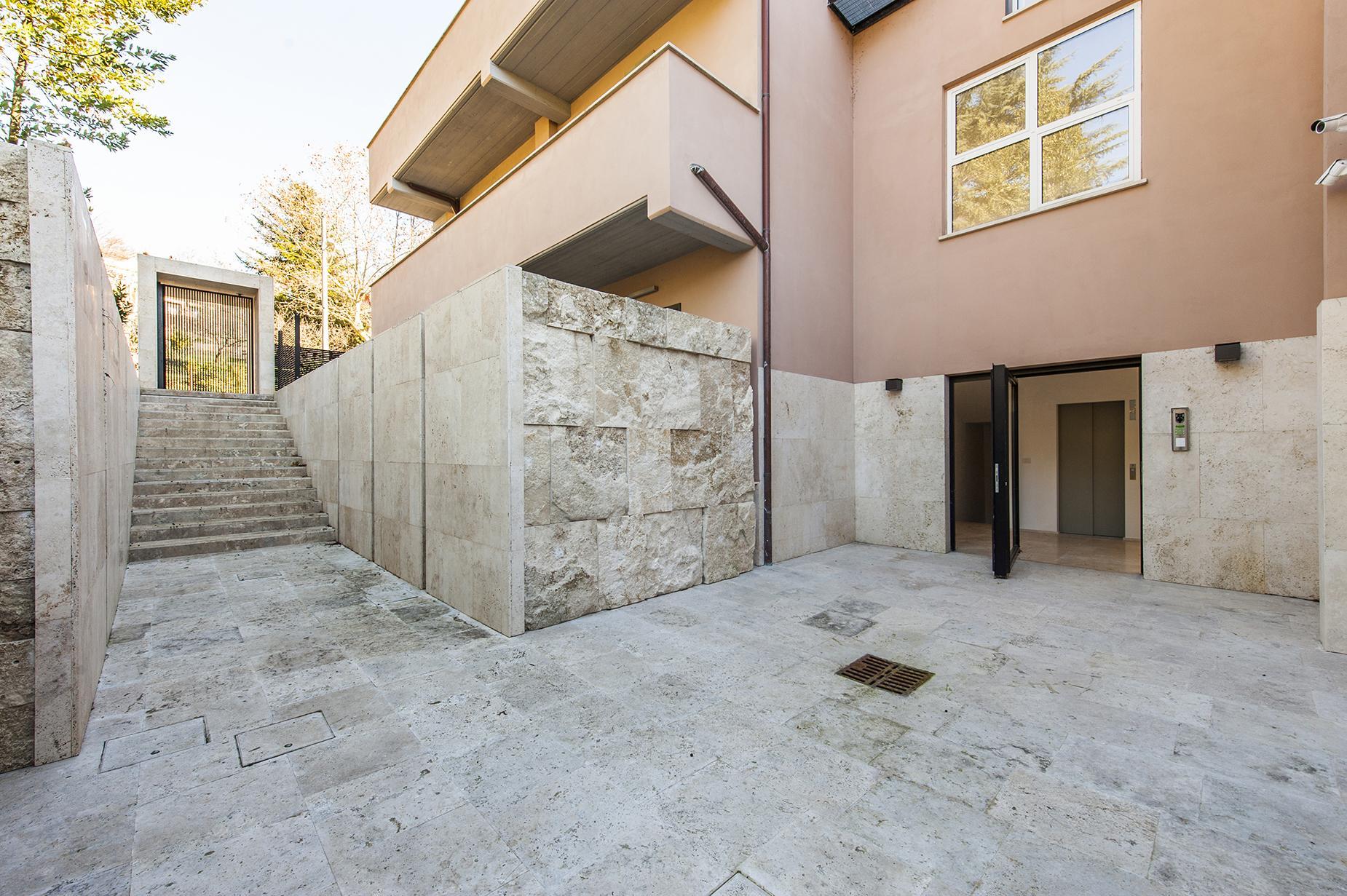 Modern penthouse overlooking Lake Bracciano - 19