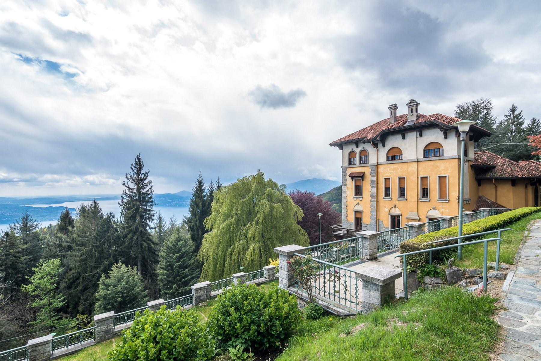 Villa storica in parco centenario sul lago Maggiore - 2