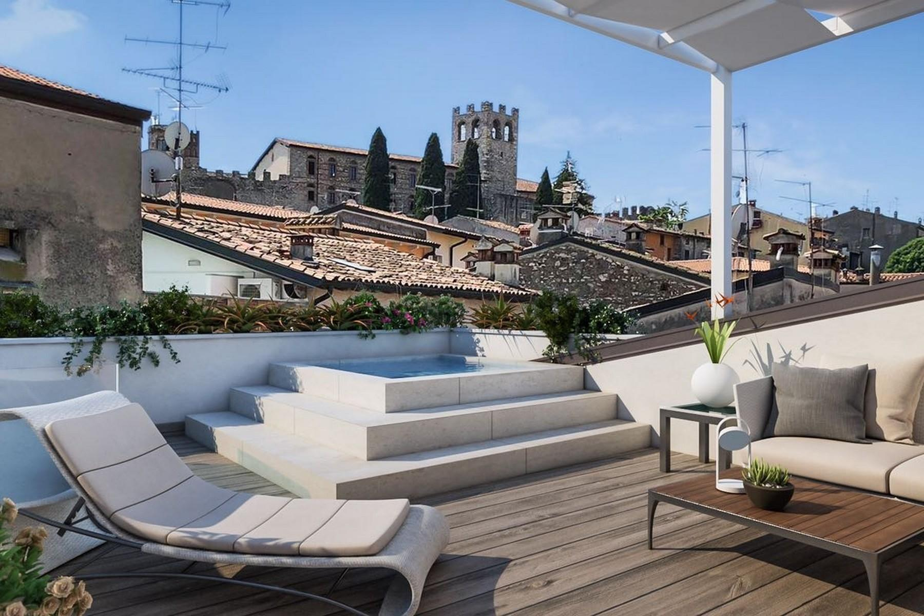 Stunning penthouse in a historic palace in the heart of Desenzano del Garda - 9
