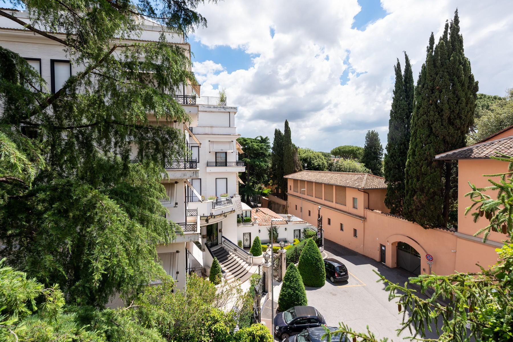 Wide and bright apartment overlooking Villa Borghese - 13