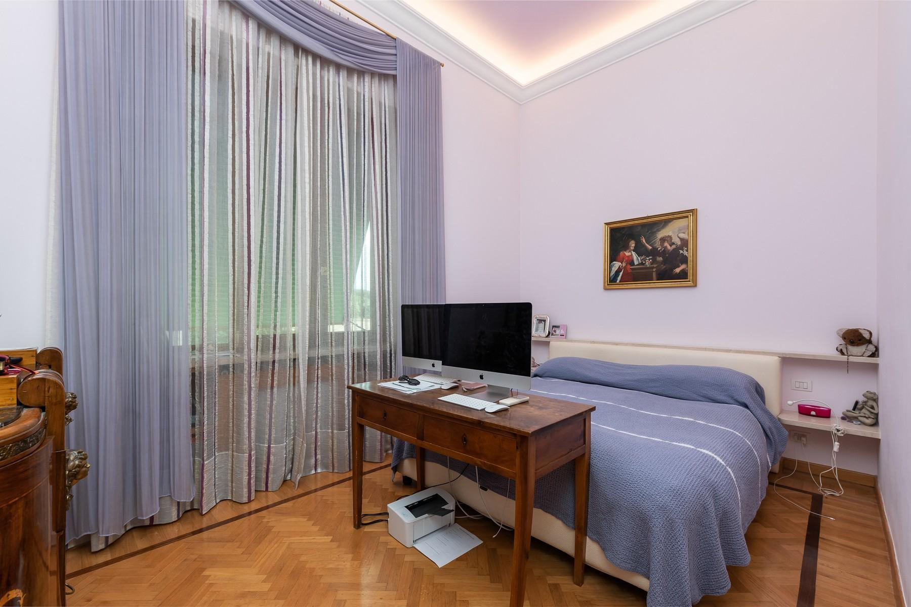 Wide and bright apartment overlooking Villa Borghese - 10
