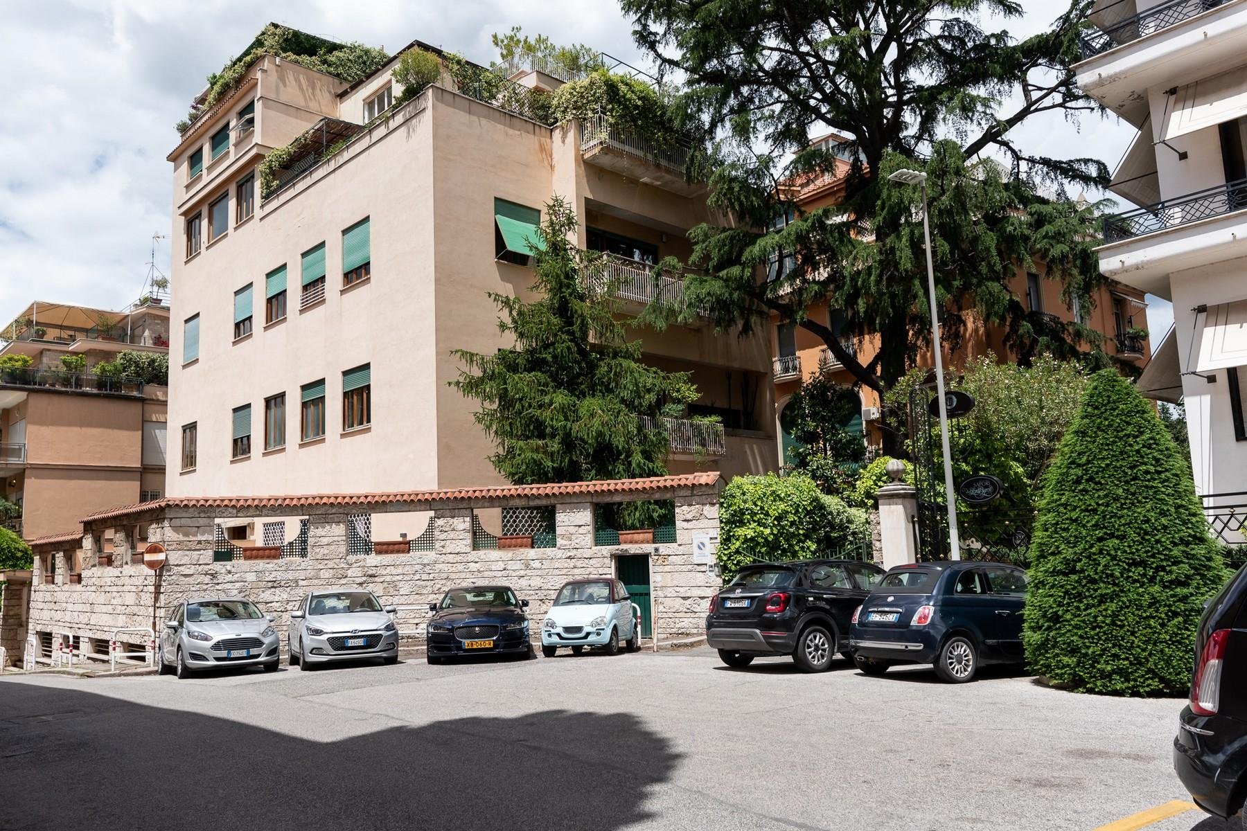 Wide and bright apartment overlooking Villa Borghese - 22