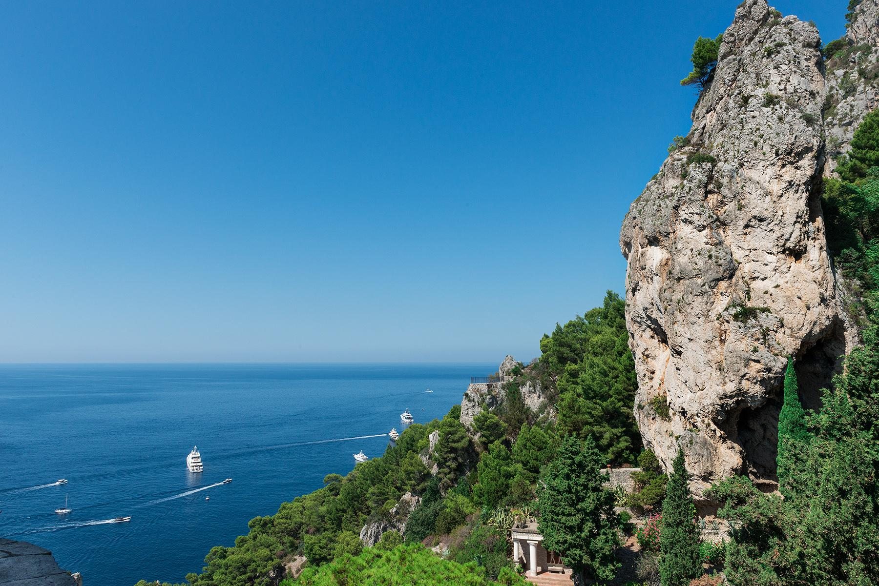 Remarkable villa with a breathtaking panorama on the Faraglioni rocks - 32
