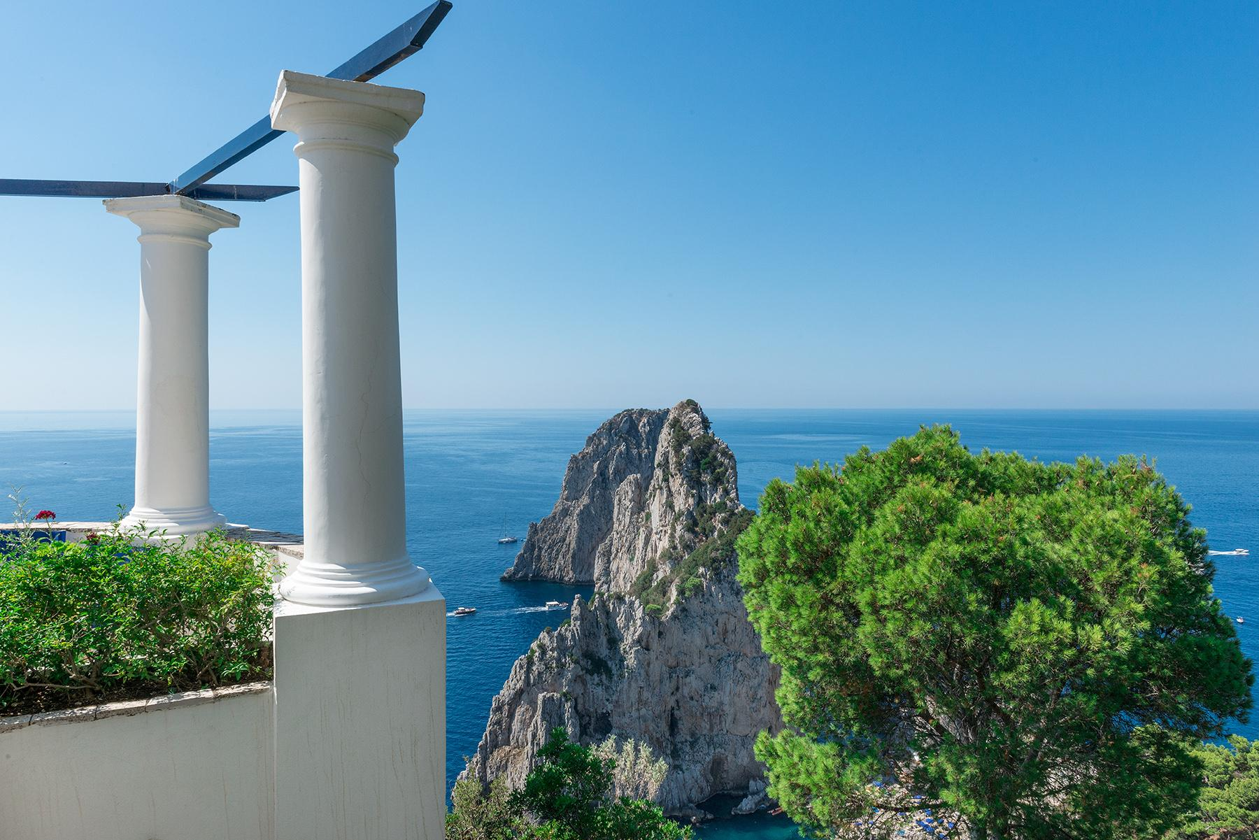 Remarkable villa with a breathtaking panorama on the Faraglioni rocks - 3