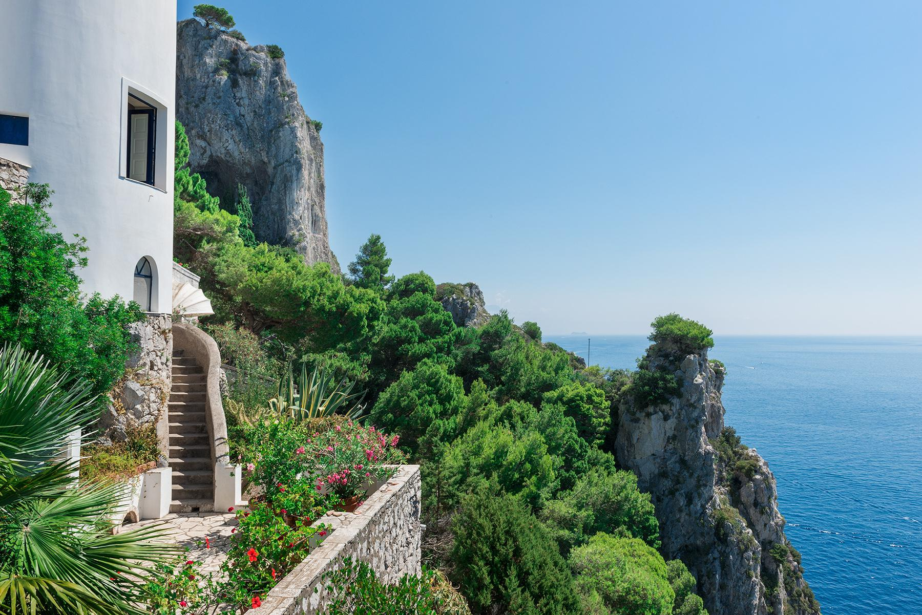 Remarkable villa with a breathtaking panorama on the Faraglioni rocks - 25