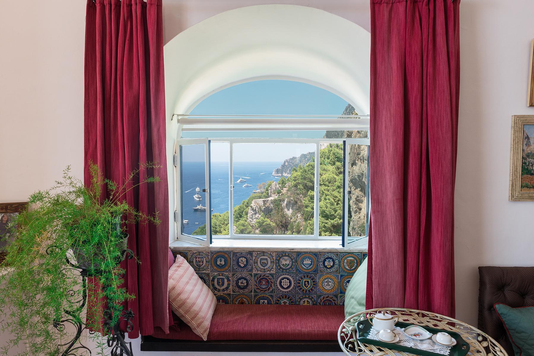 Remarquable villa avec un panorama à couper le souffle sur les rochers de Faraglioni - 21