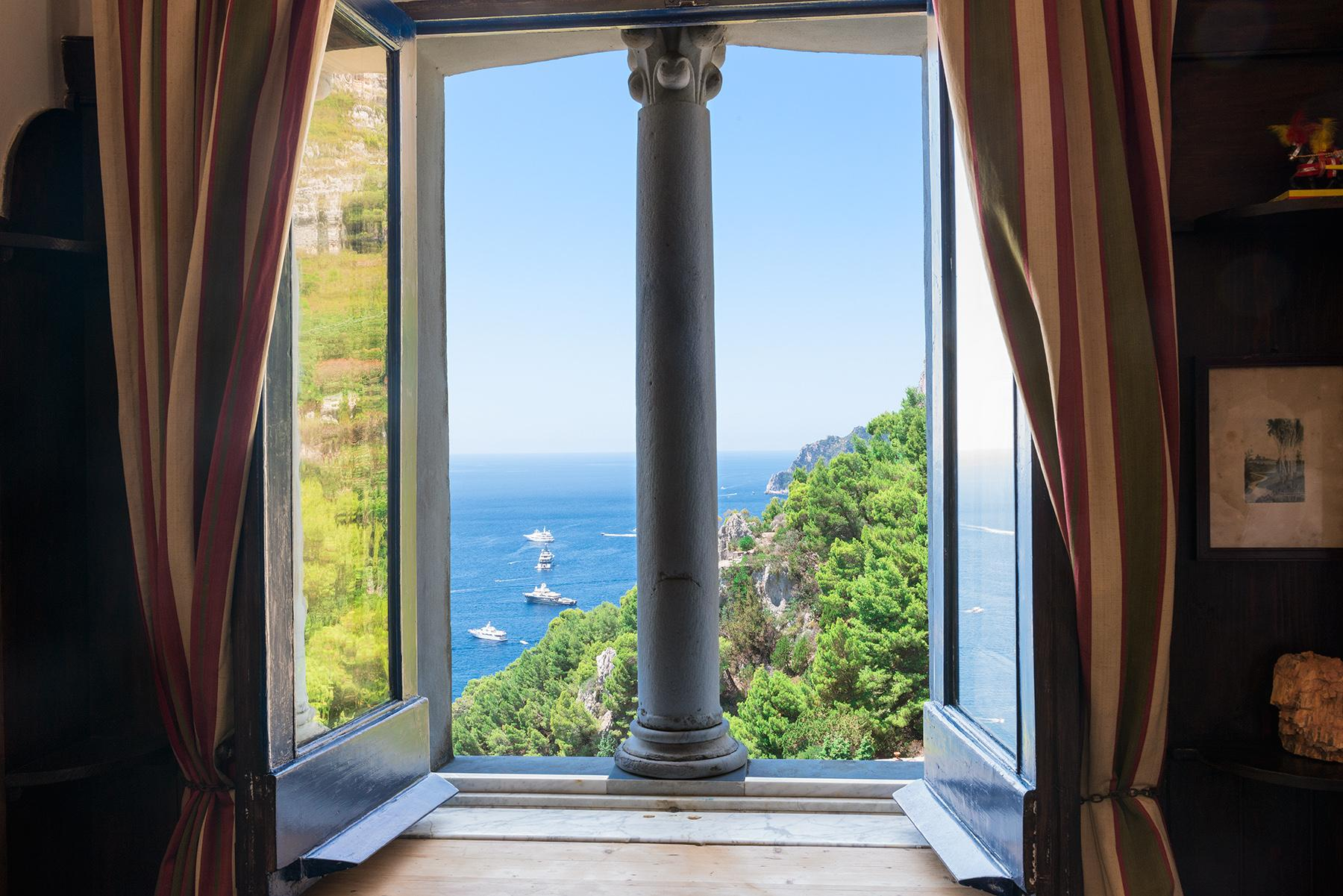 Remarkable villa with a breathtaking panorama on the Faraglioni rocks - 16