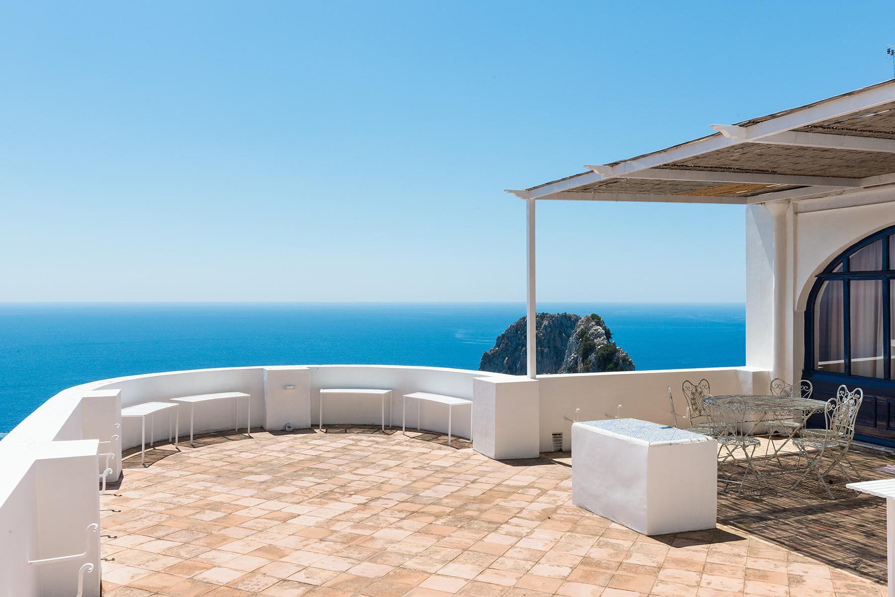 Remarquable villa avec un panorama à couper le souffle sur les rochers de Faraglioni - 23