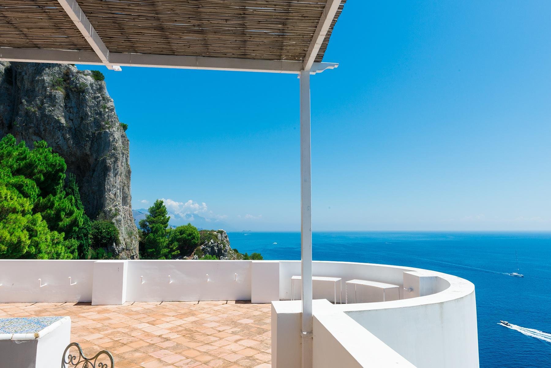 Remarquable villa avec un panorama à couper le souffle sur les rochers de Faraglioni - 24