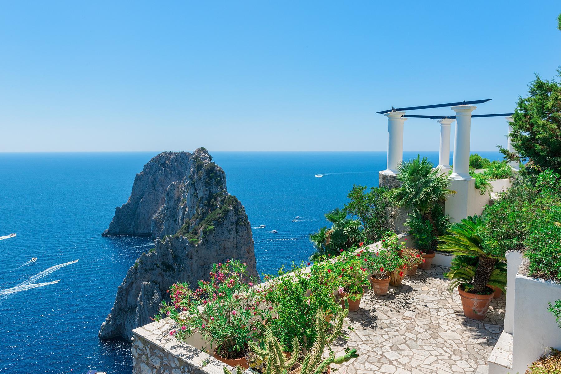 Remarquable villa avec un panorama à couper le souffle sur les rochers de Faraglioni - 22