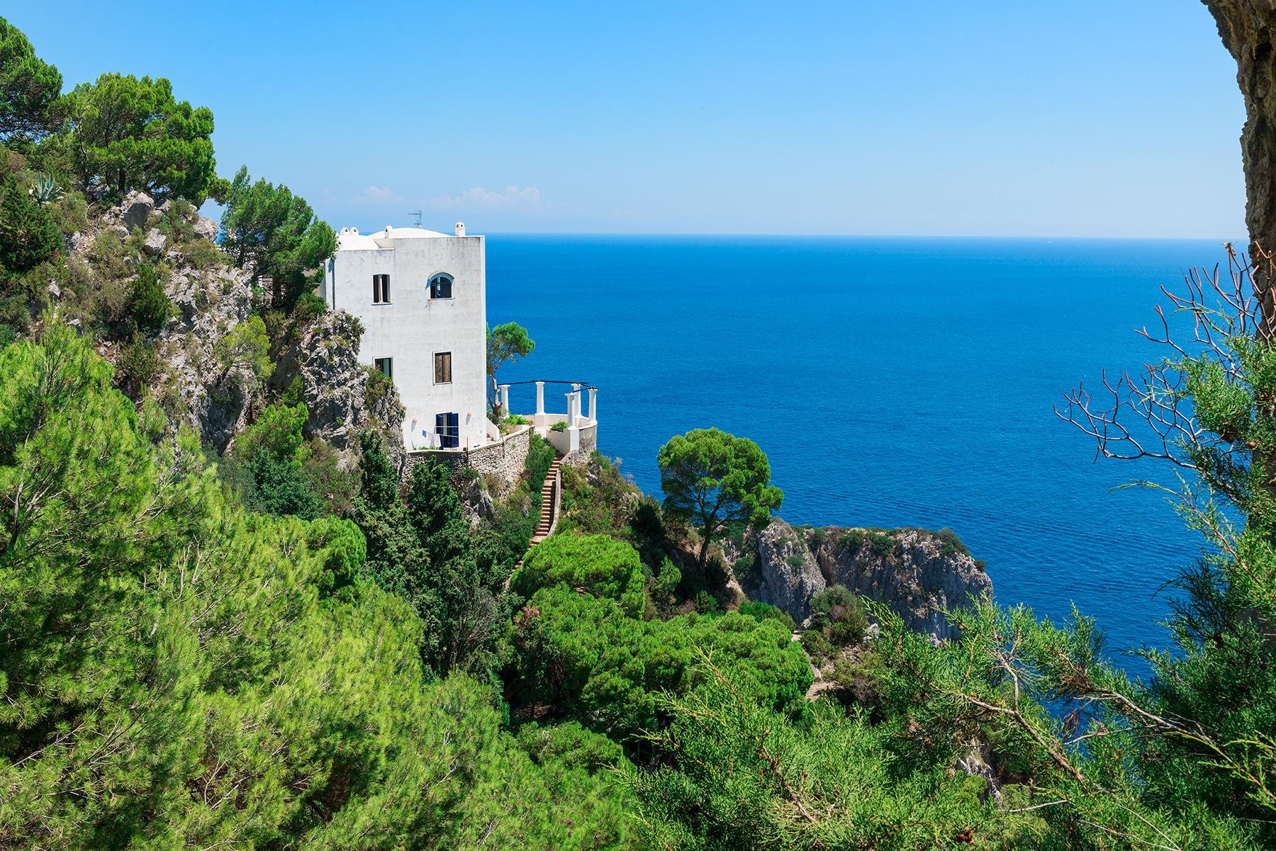 Remarkable villa with a breathtaking panorama on the Faraglioni rocks - 31