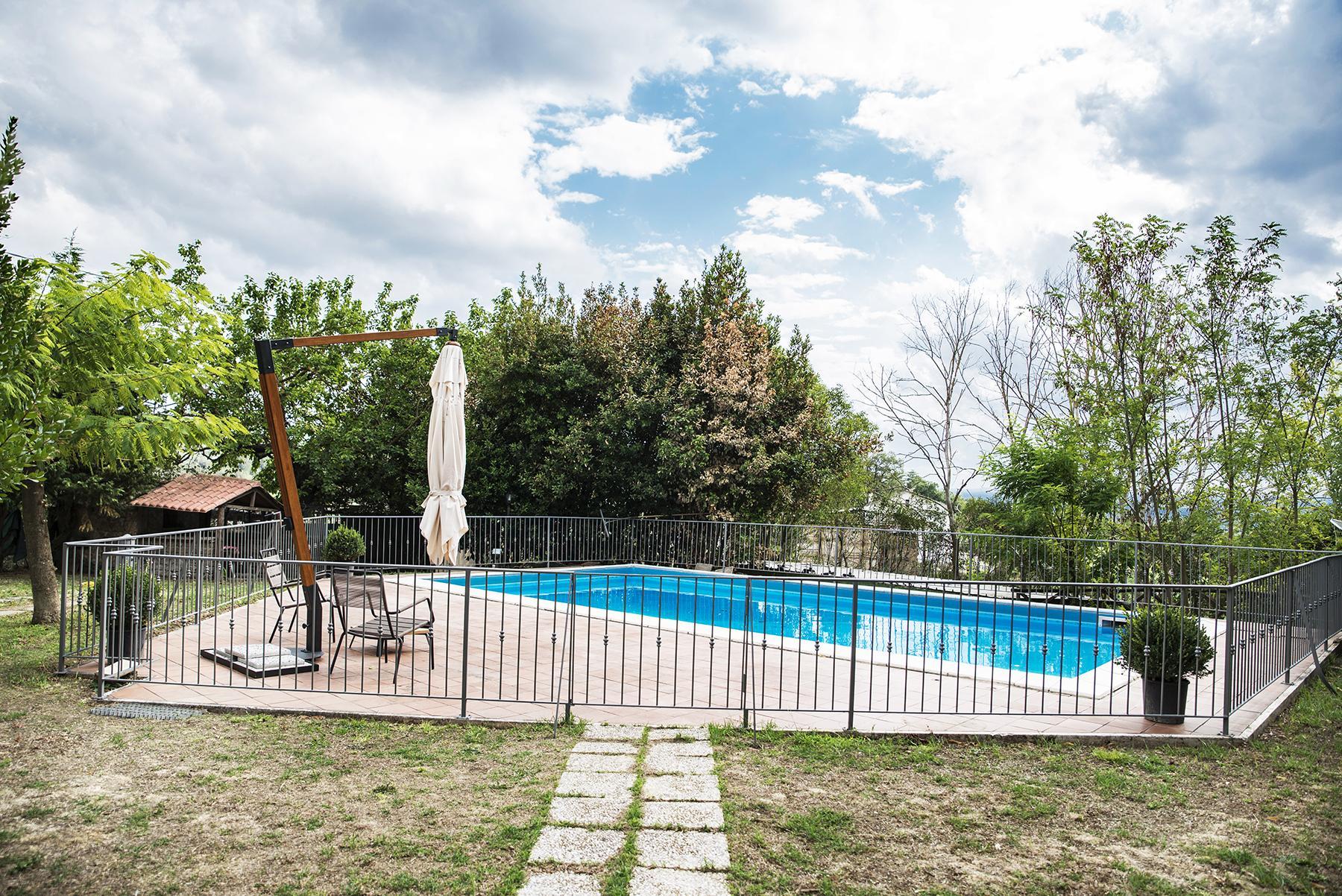 拥有游泳池历史悠久的农舍 - 4