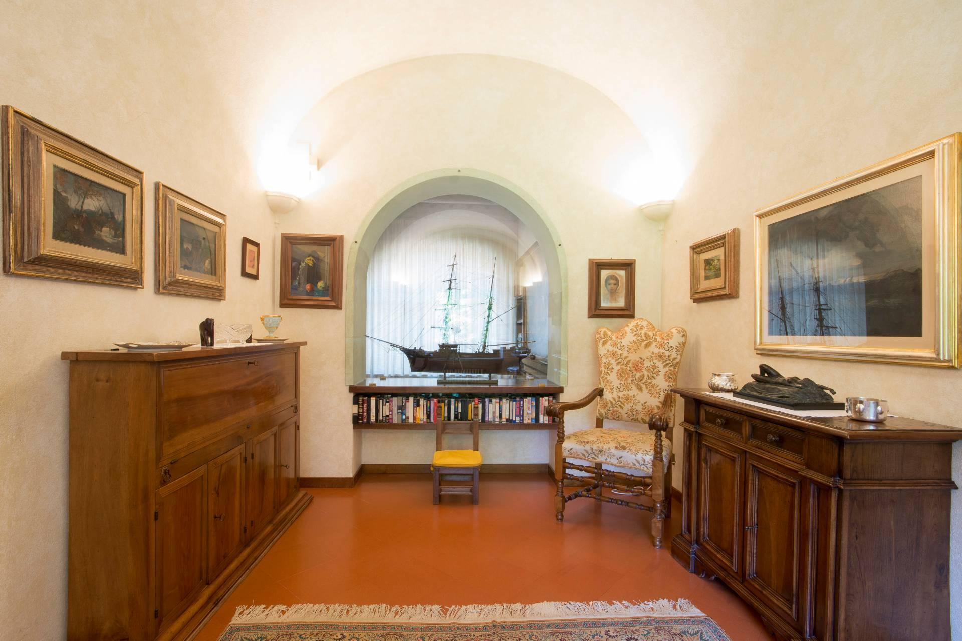 Charming Tuscan villa with views over Florence - 12
