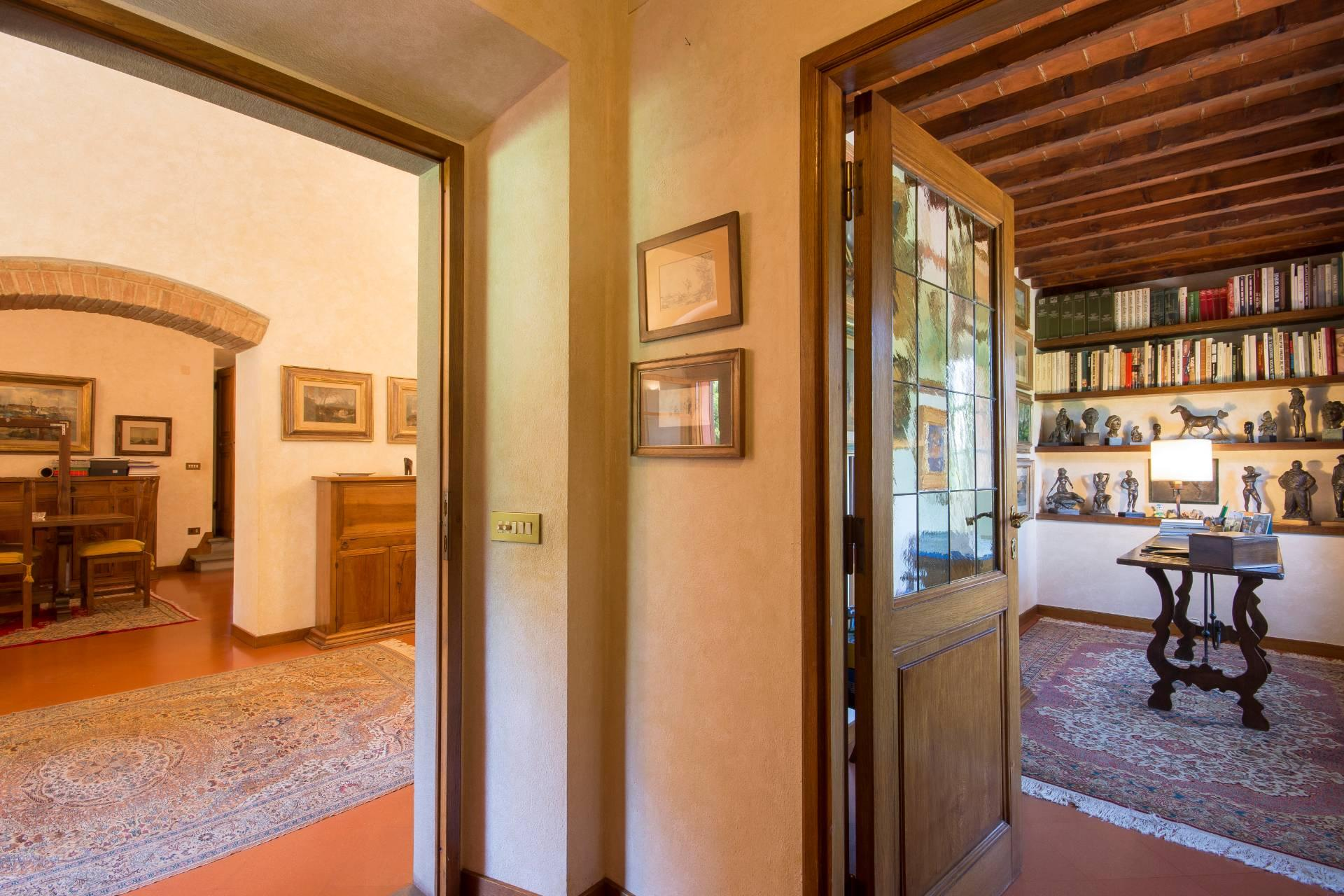 Charming Tuscan villa with views over Florence - 17