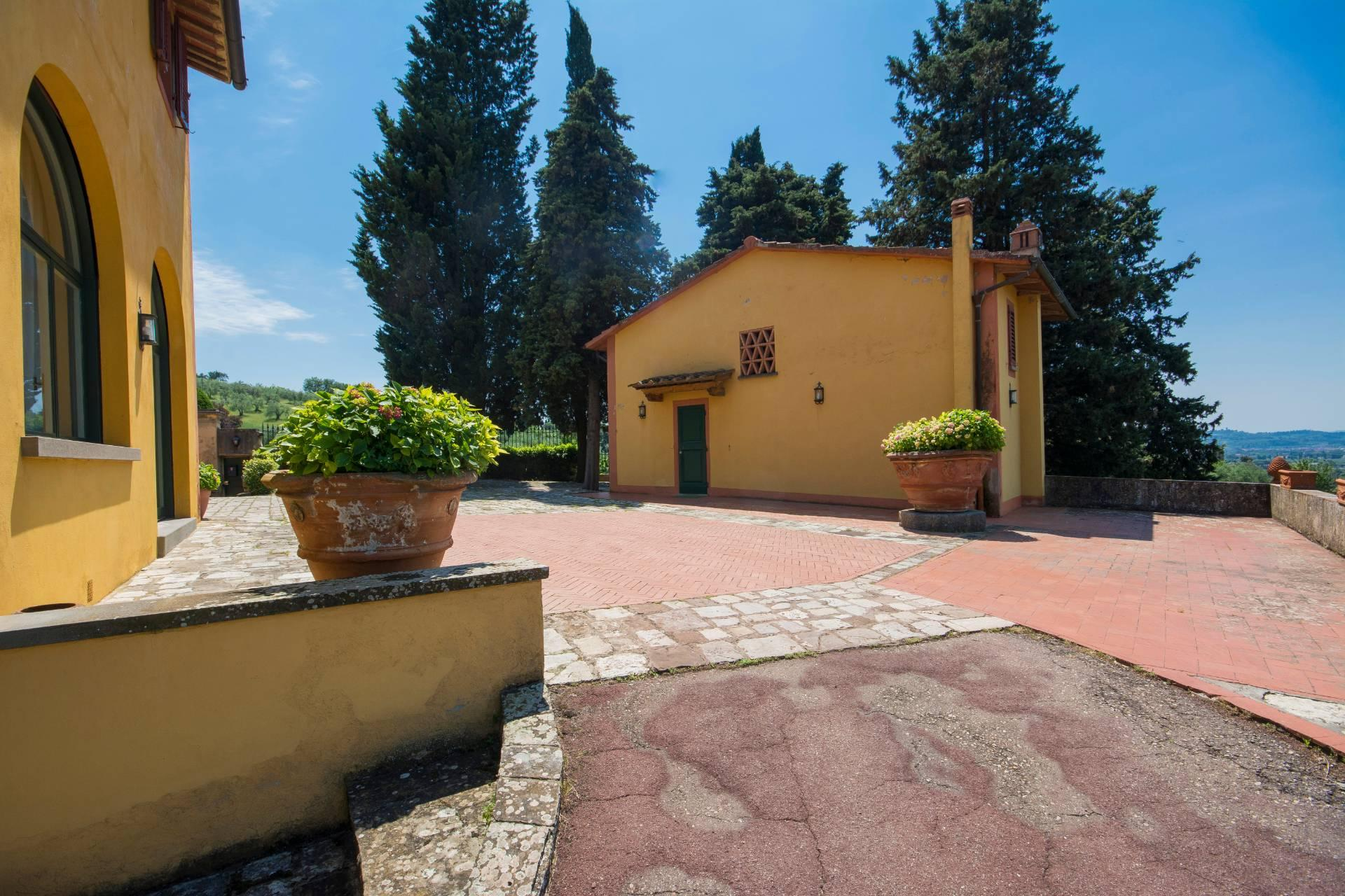 Charming Tuscan villa with views over Florence - 31