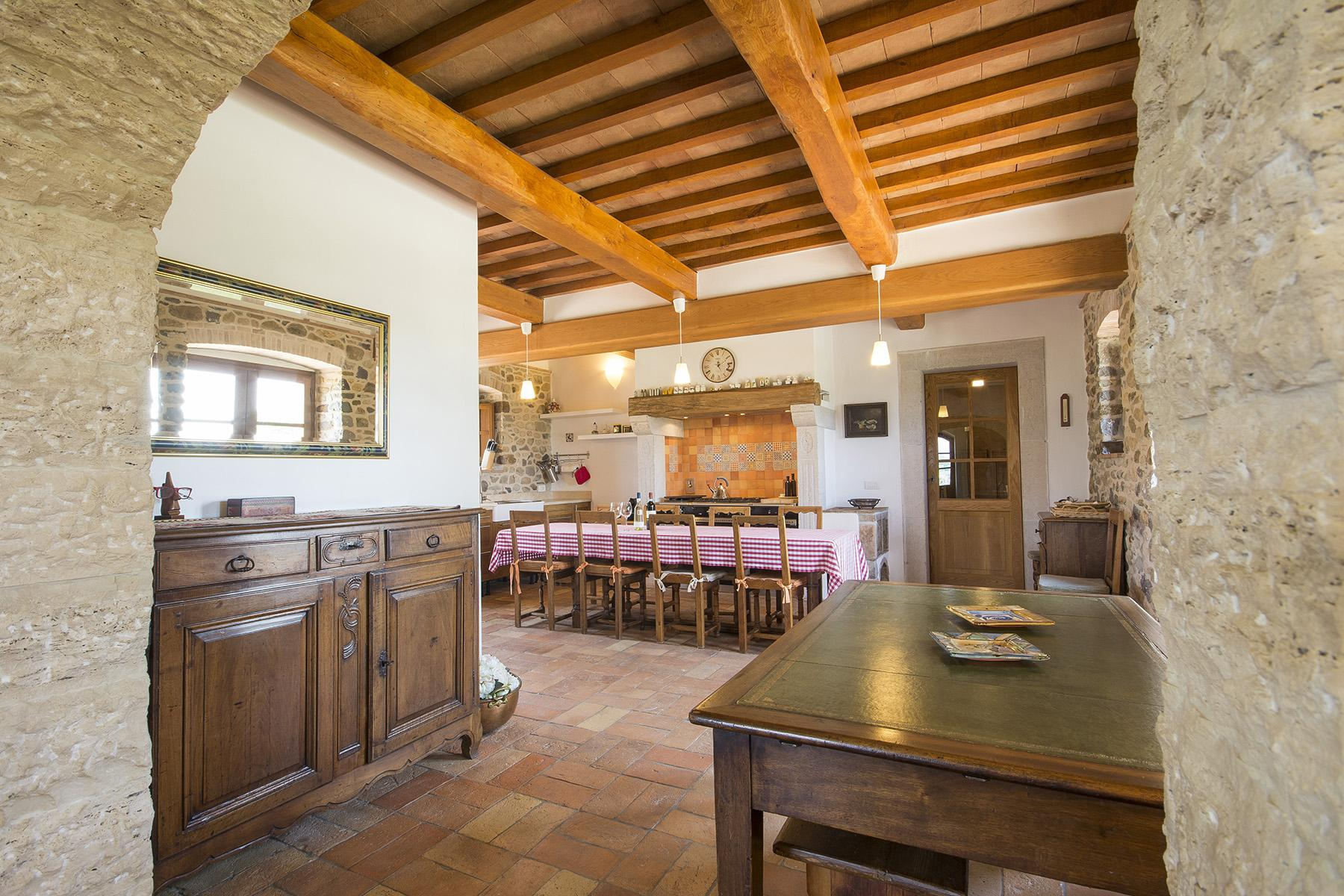 Exceptional property between Tuscany and Umbria - 12