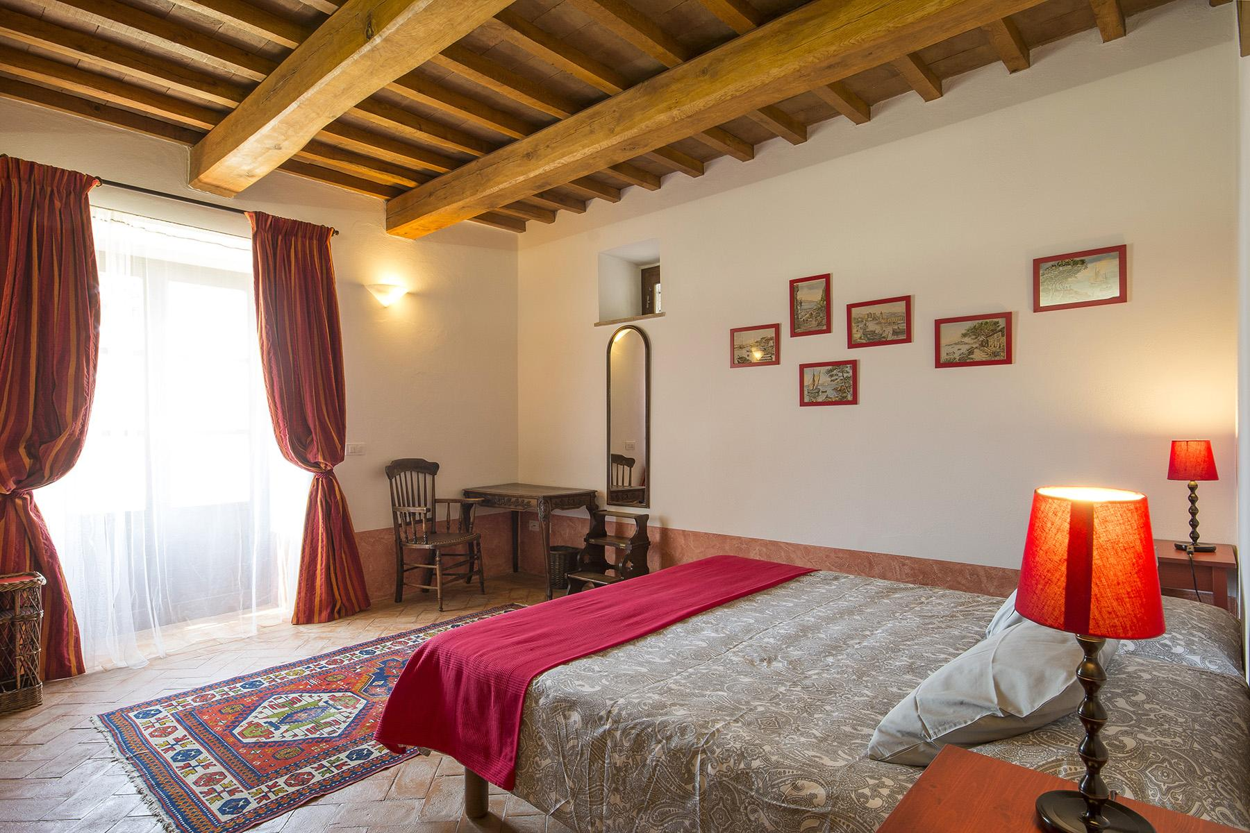 Exceptional property between Tuscany and Umbria - 16