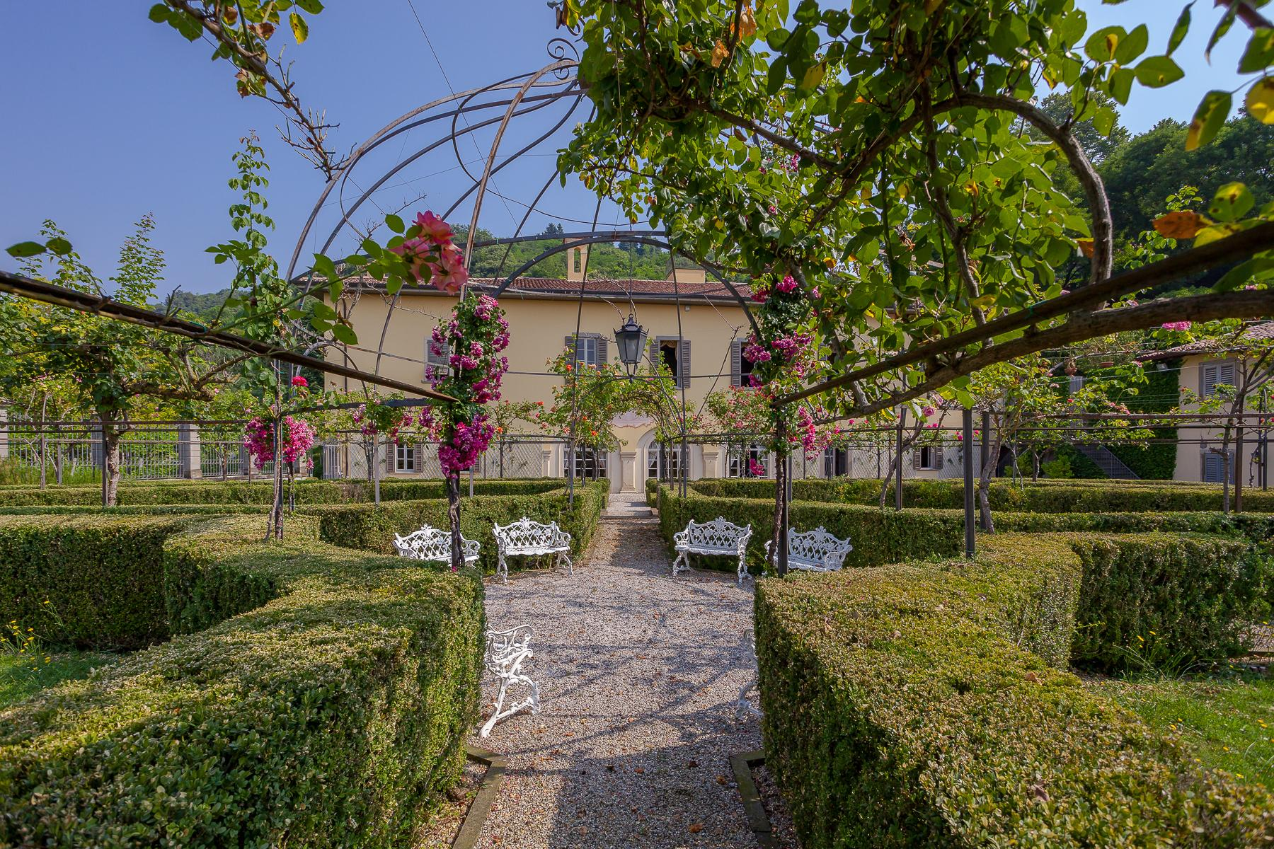Charming villa with Italian-style garden and park - 1