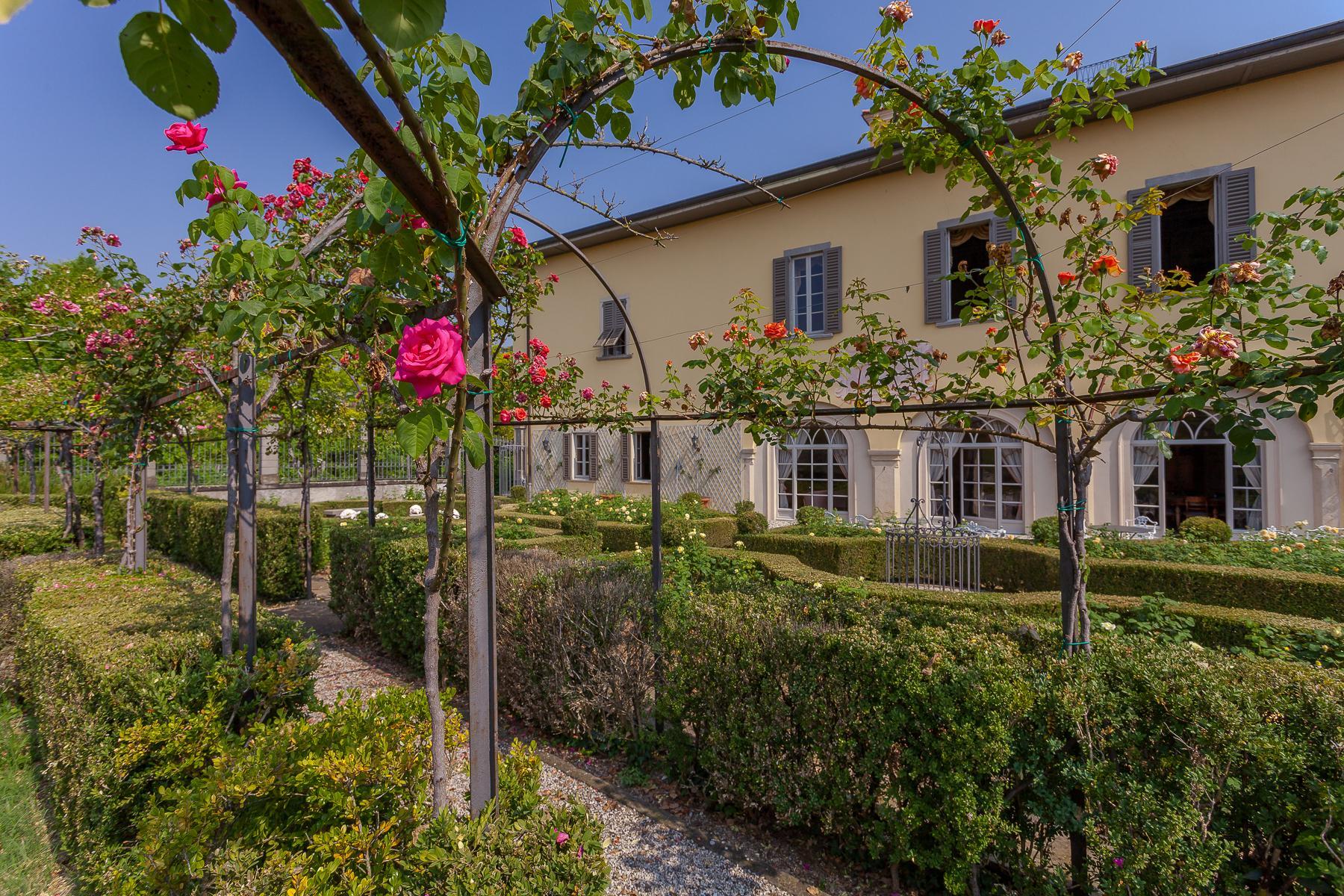 Шикарная вилла с парком и садом в итальянском стиле - 21