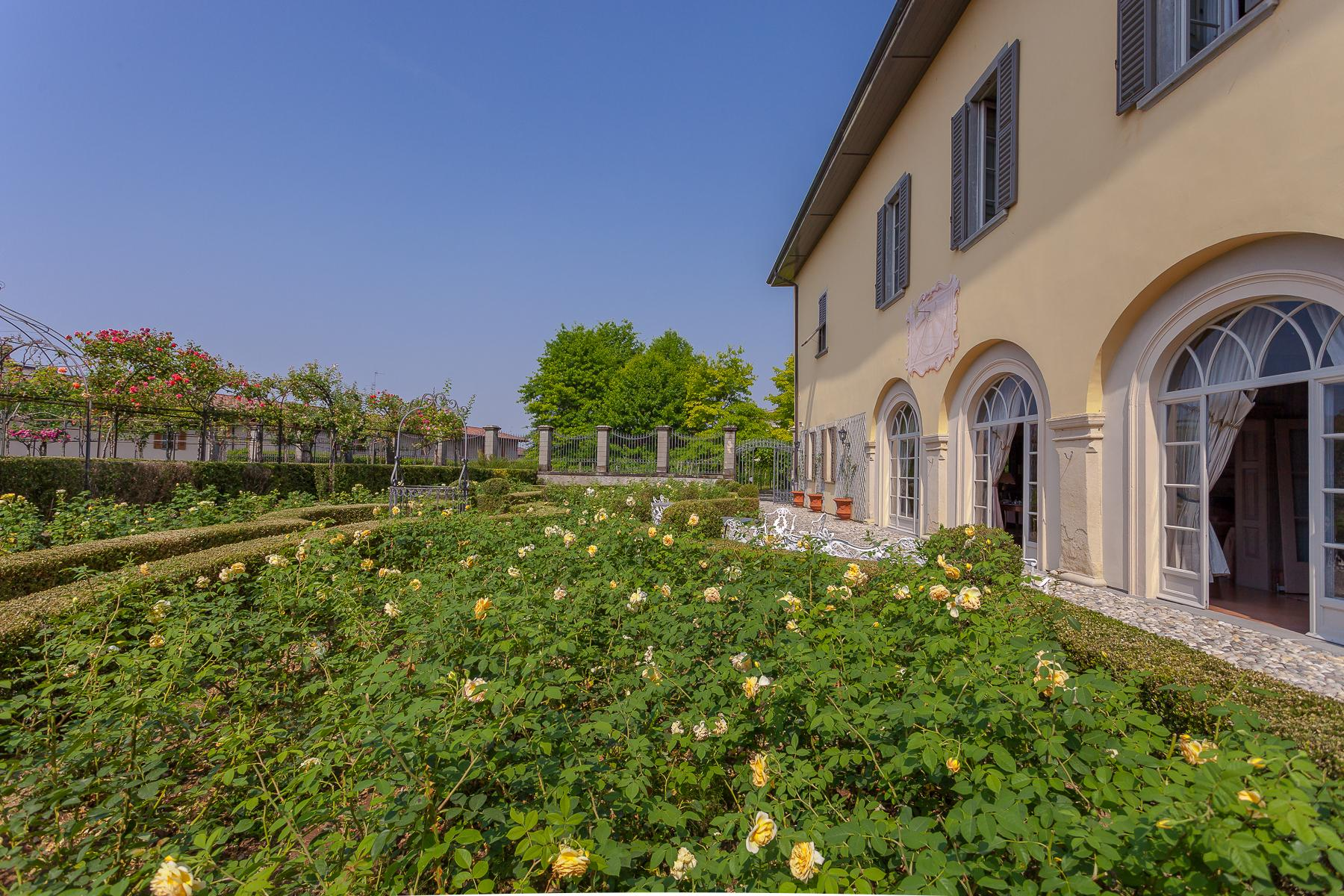 Charming villa with Italian-style garden and park - 4