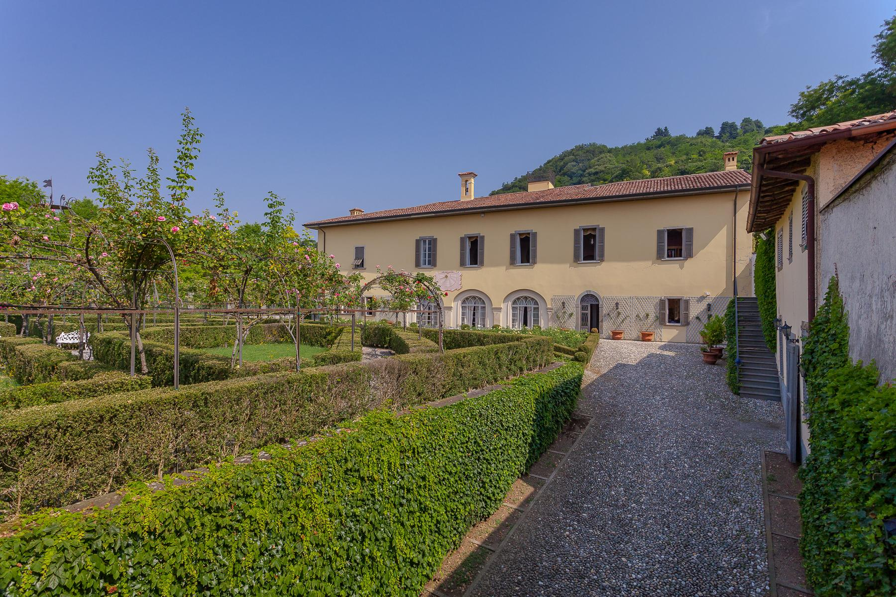 Charming villa with Italian-style garden and park - 3