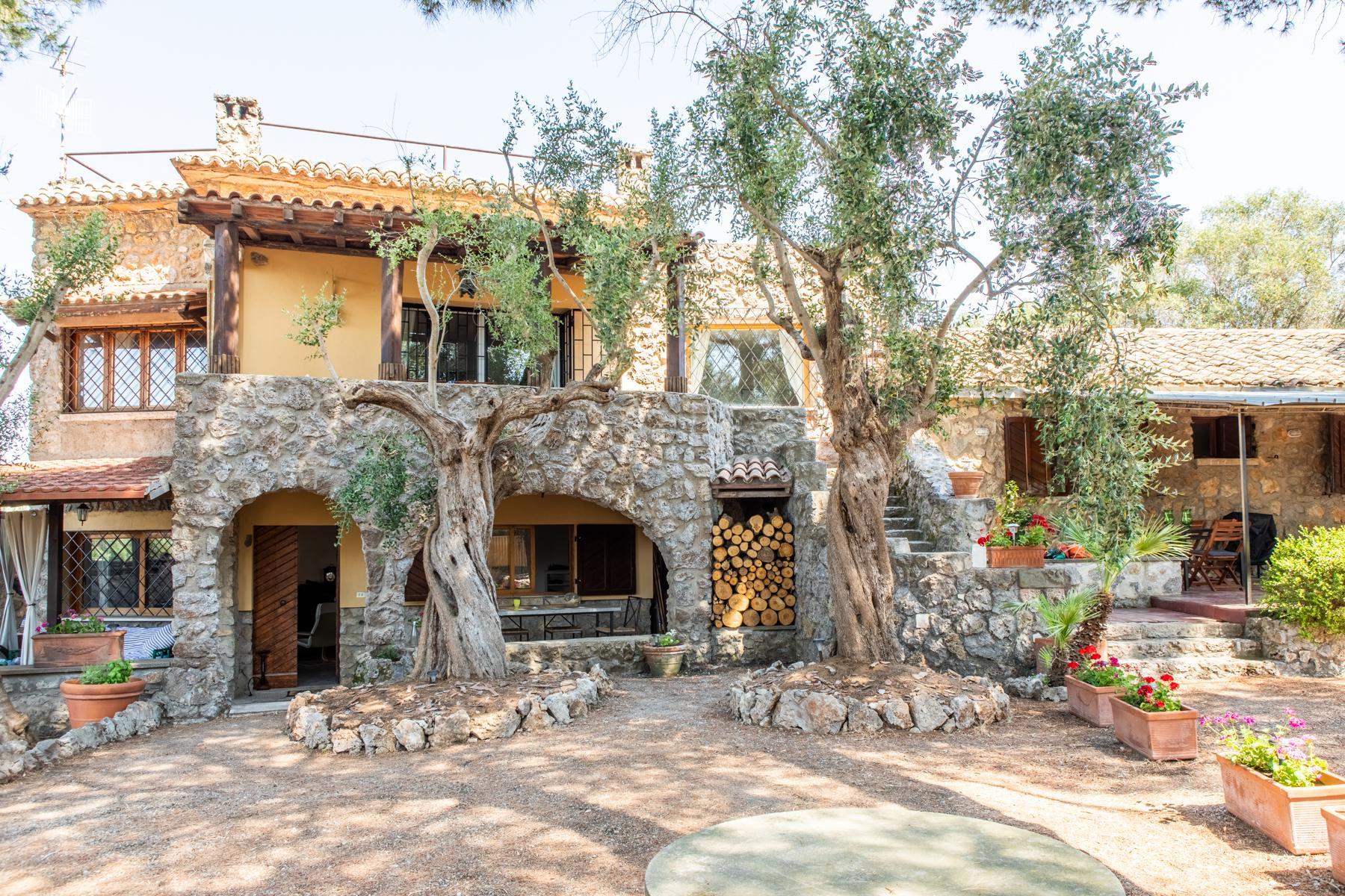 Wundeschöne Villa aus Stein in einzigartiger Umgebung - 3