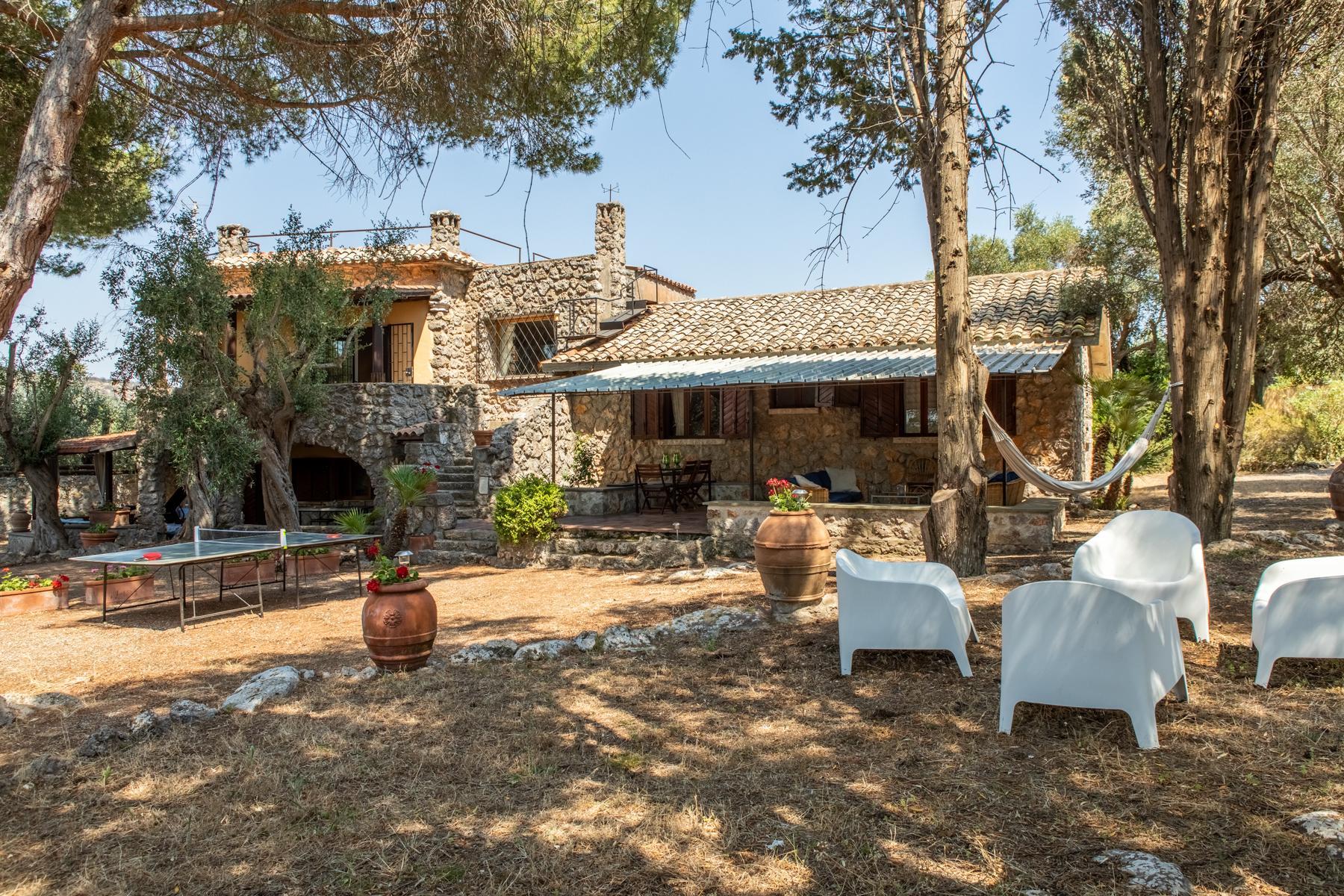 Charmante villa en pierre avec jardin - 1