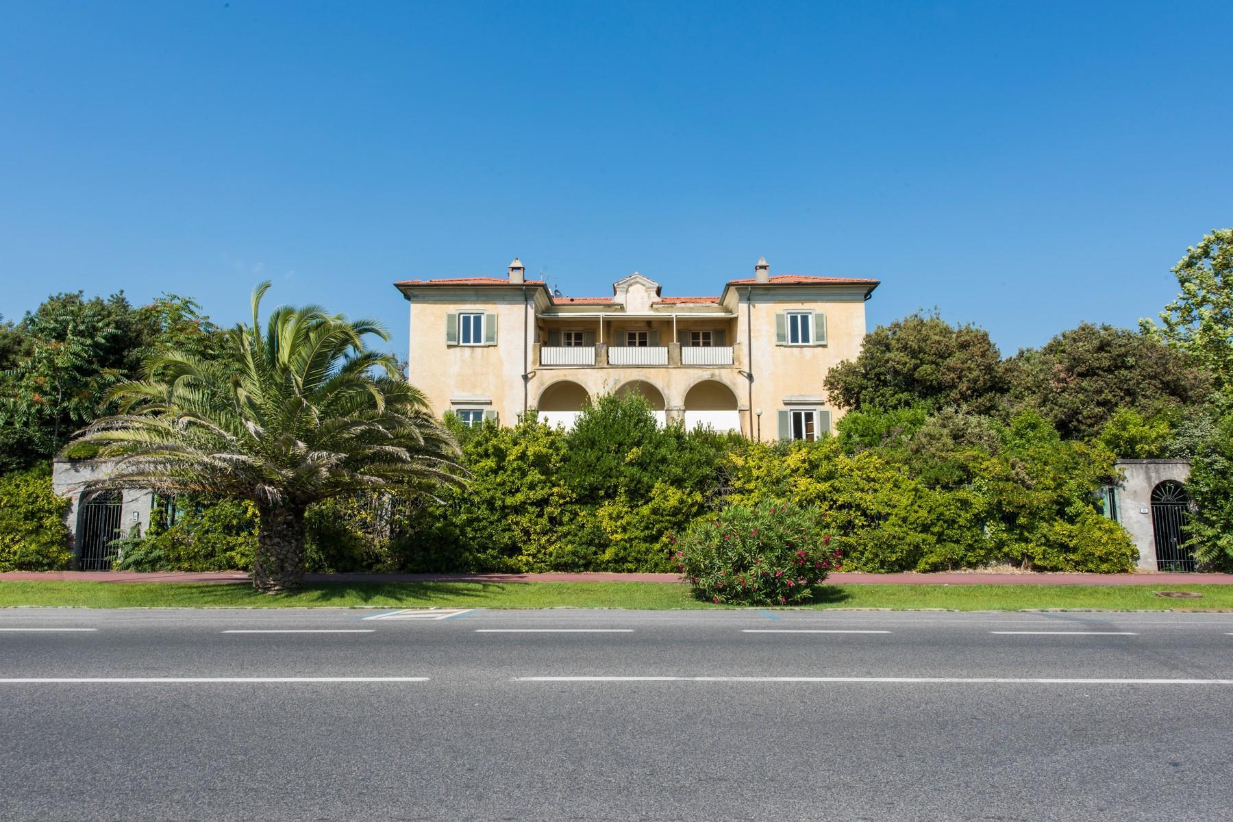 Historic beachfront villa in Forte dei Marmi - 1