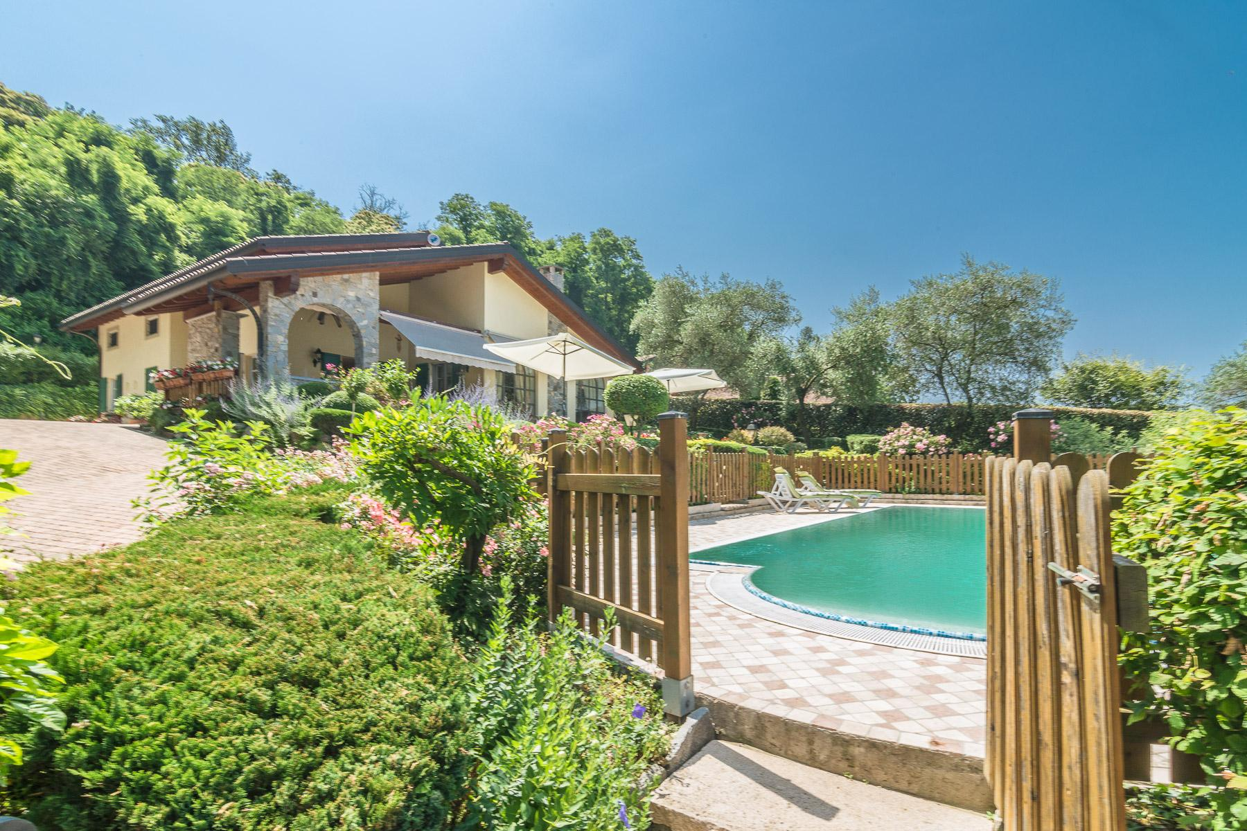 Elegant villa with pool on the Lombardy side of Lake Maggiore - 1