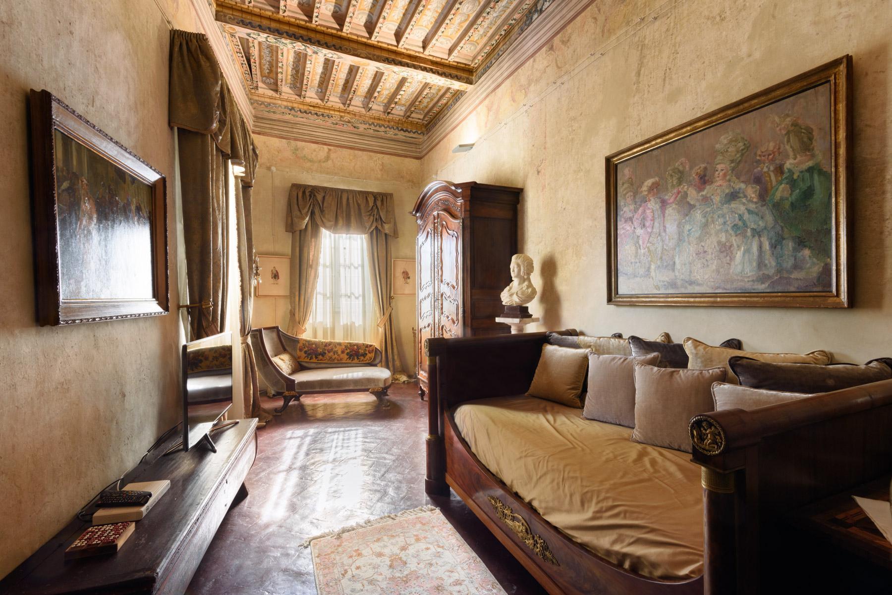Unique Deluxe Historical Palazzo in Cortona - 12