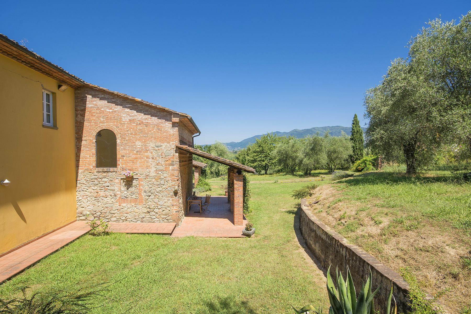 Beautiful farmhouse on the rolling hills of Lucca - 18
