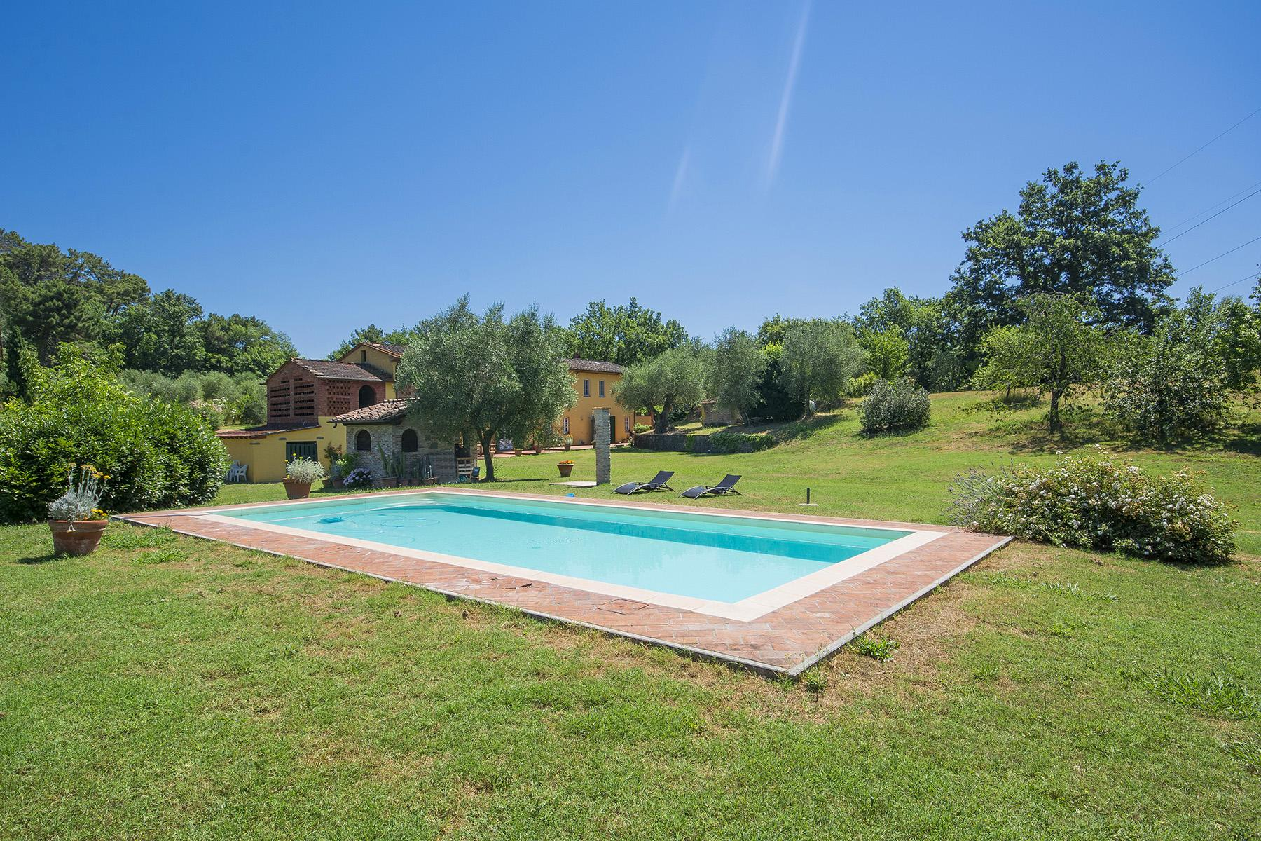 Beautiful farmhouse on the rolling hills of Lucca - 2