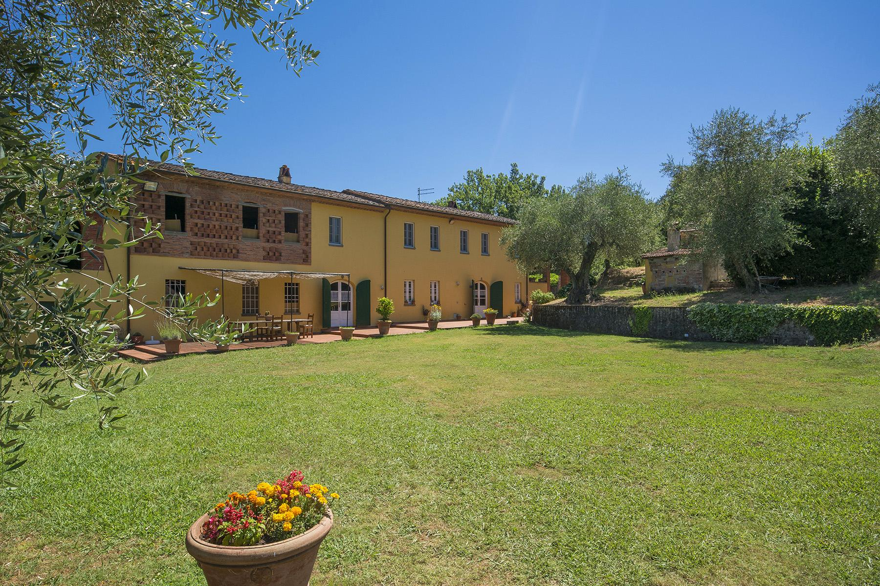 Beautiful farmhouse on the rolling hills of Lucca - 31