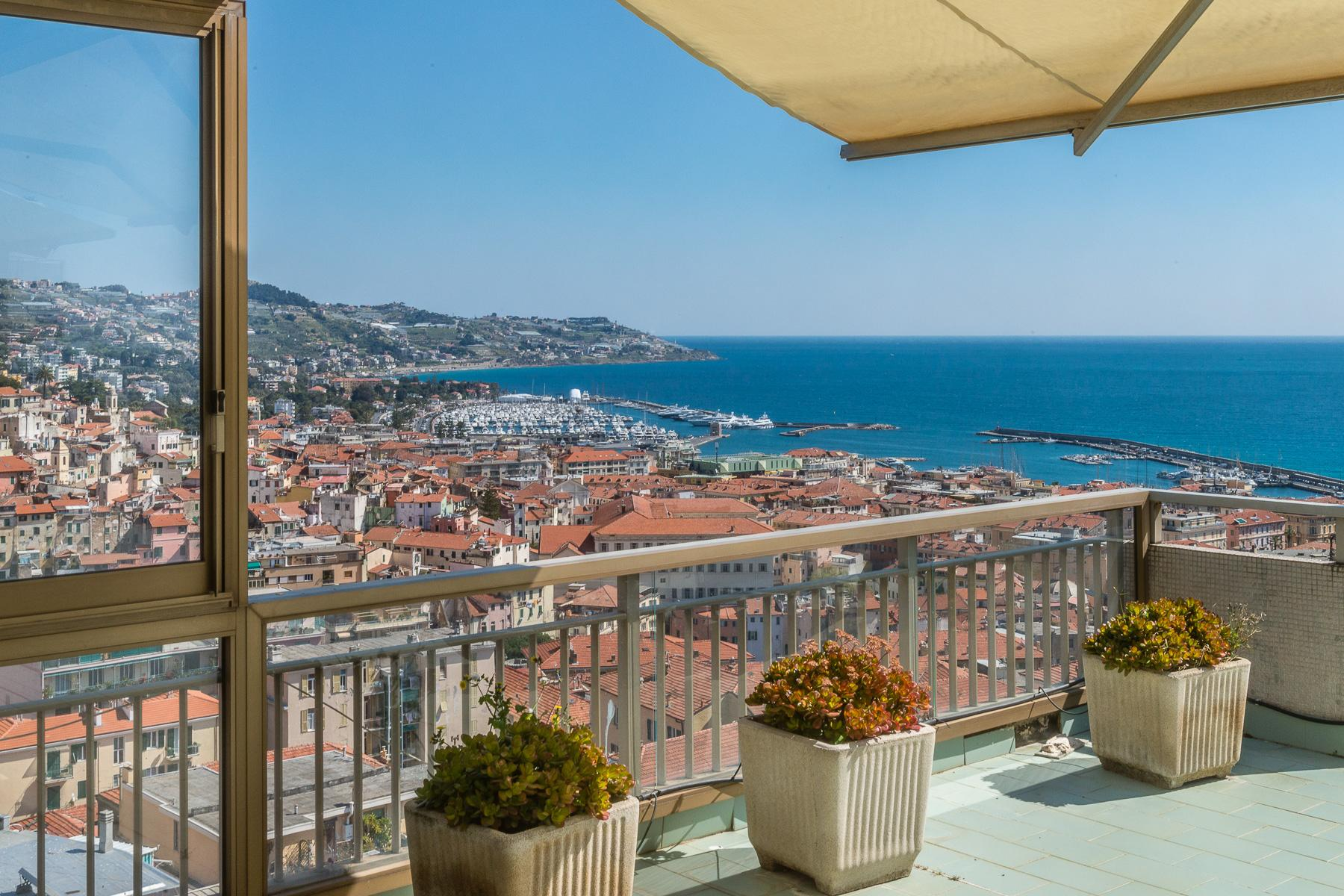 Panoramic apartment with terrace of around 80 sqm - 9