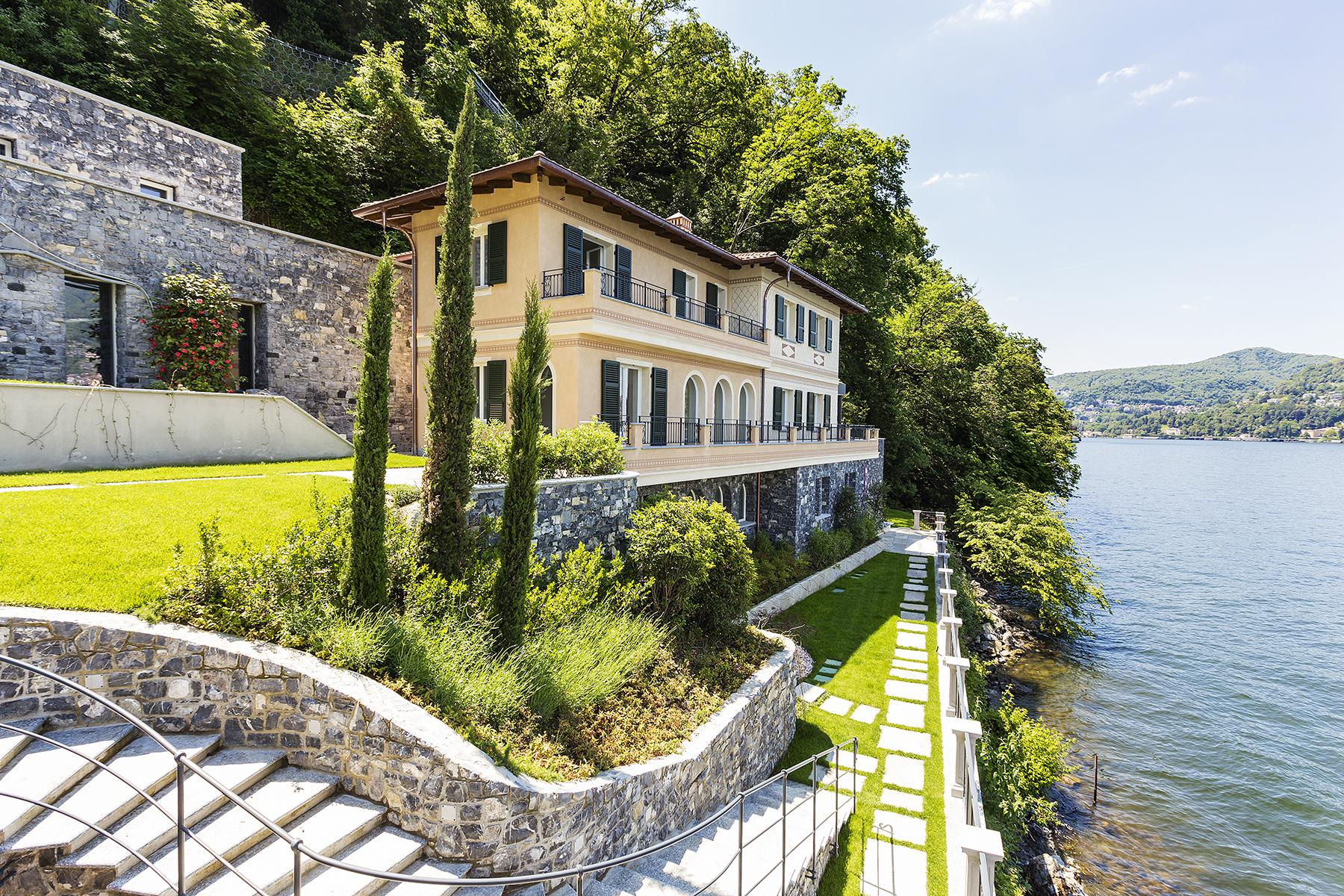 Fascinating villa in one of the most strategic areas of the lake - 12