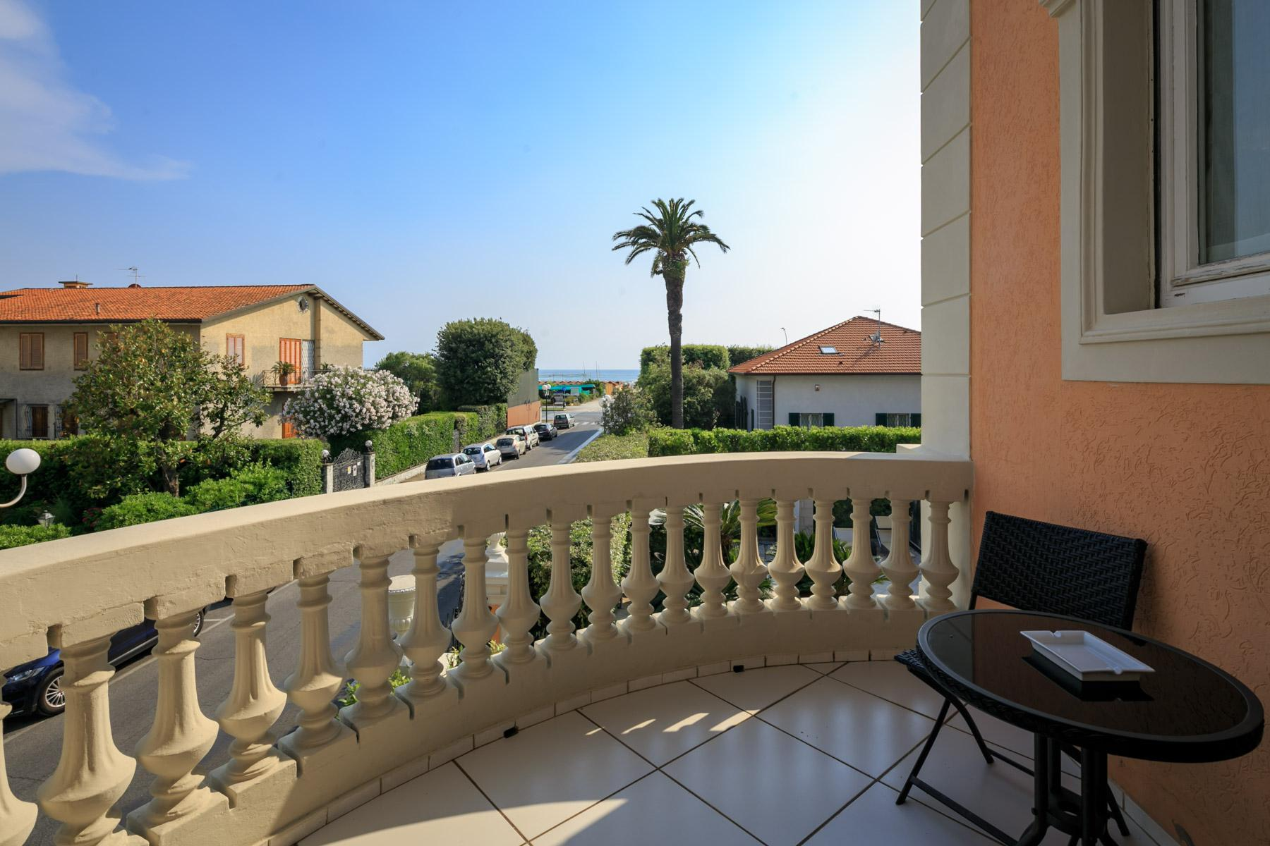 Seafront Villa with tower in Forte dei Marmi - 23