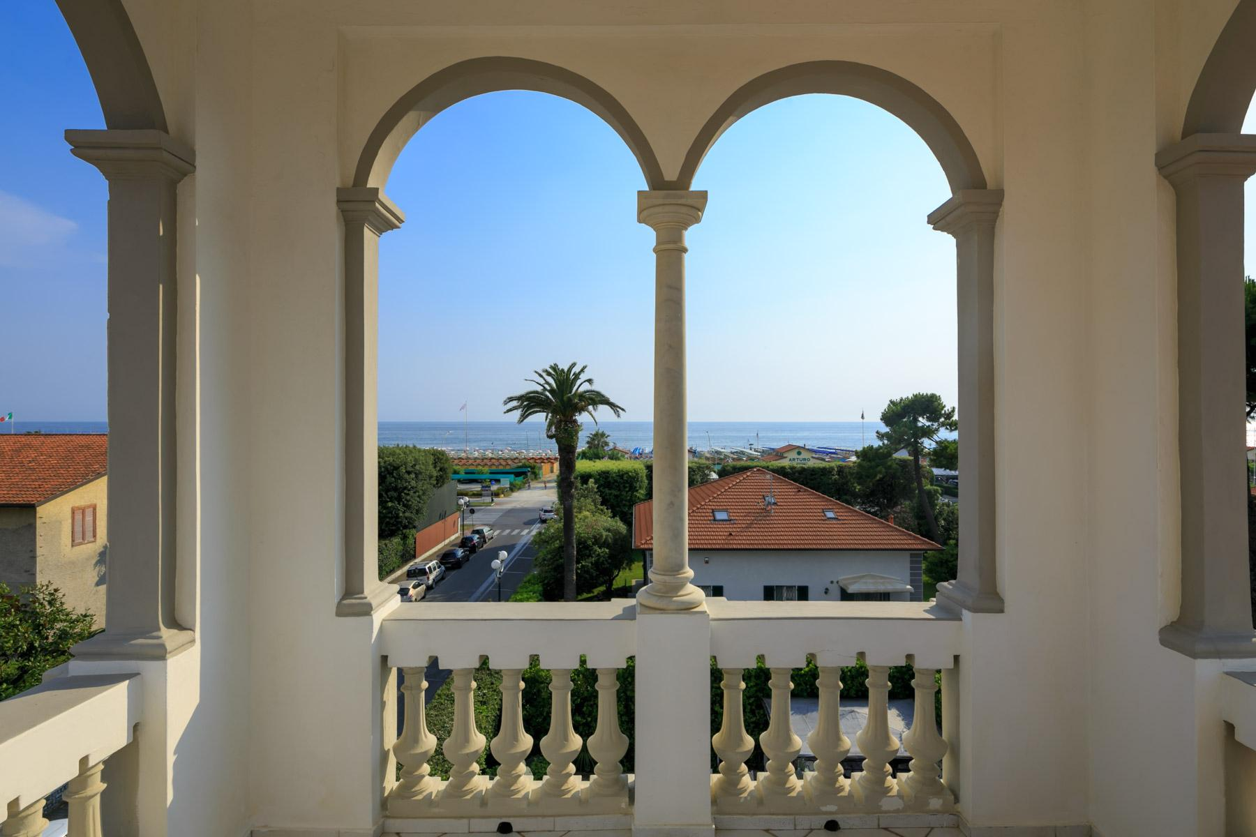 Seafront Villa with tower in Forte dei Marmi - 13