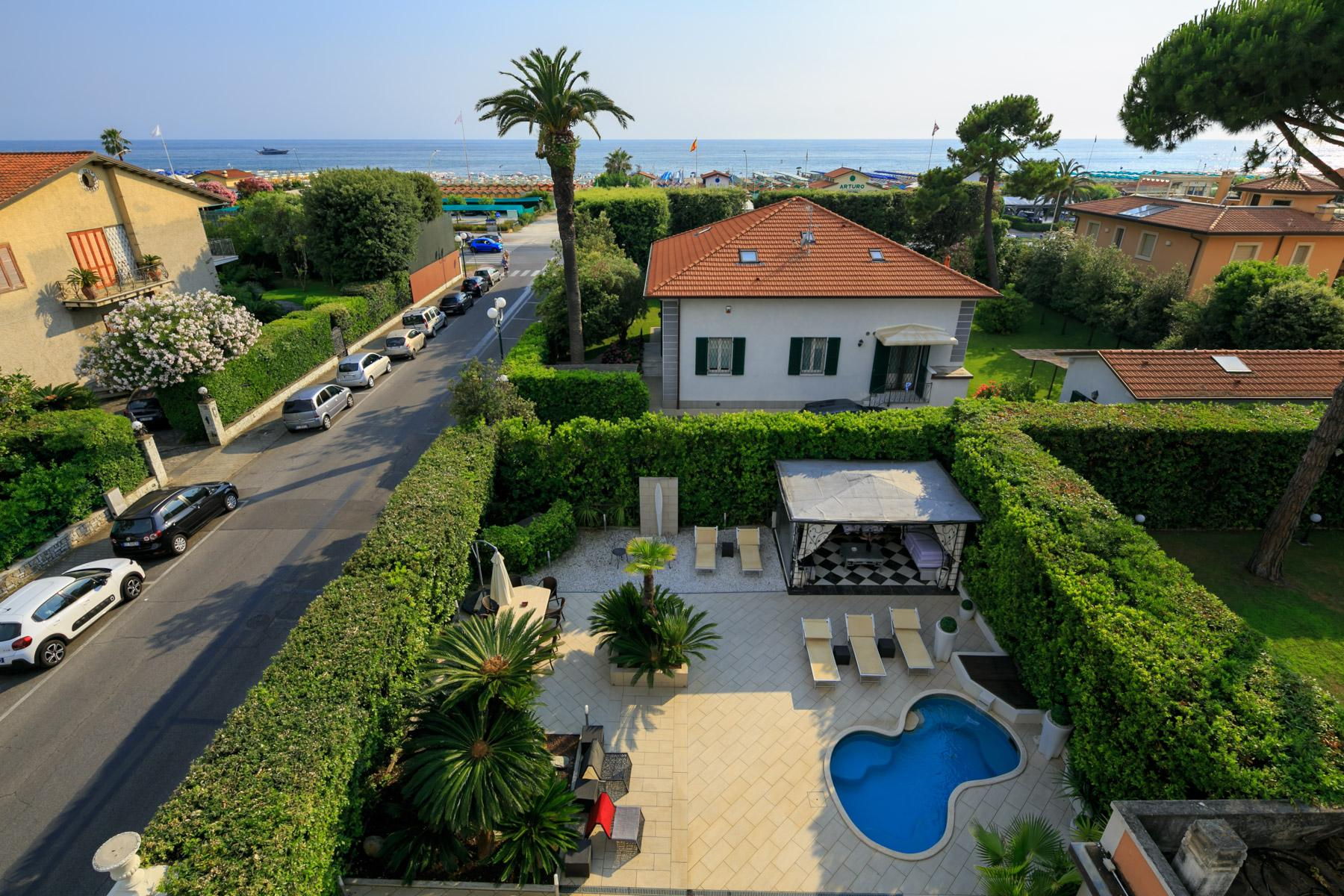 Seafront Villa with tower in Forte dei Marmi - 22