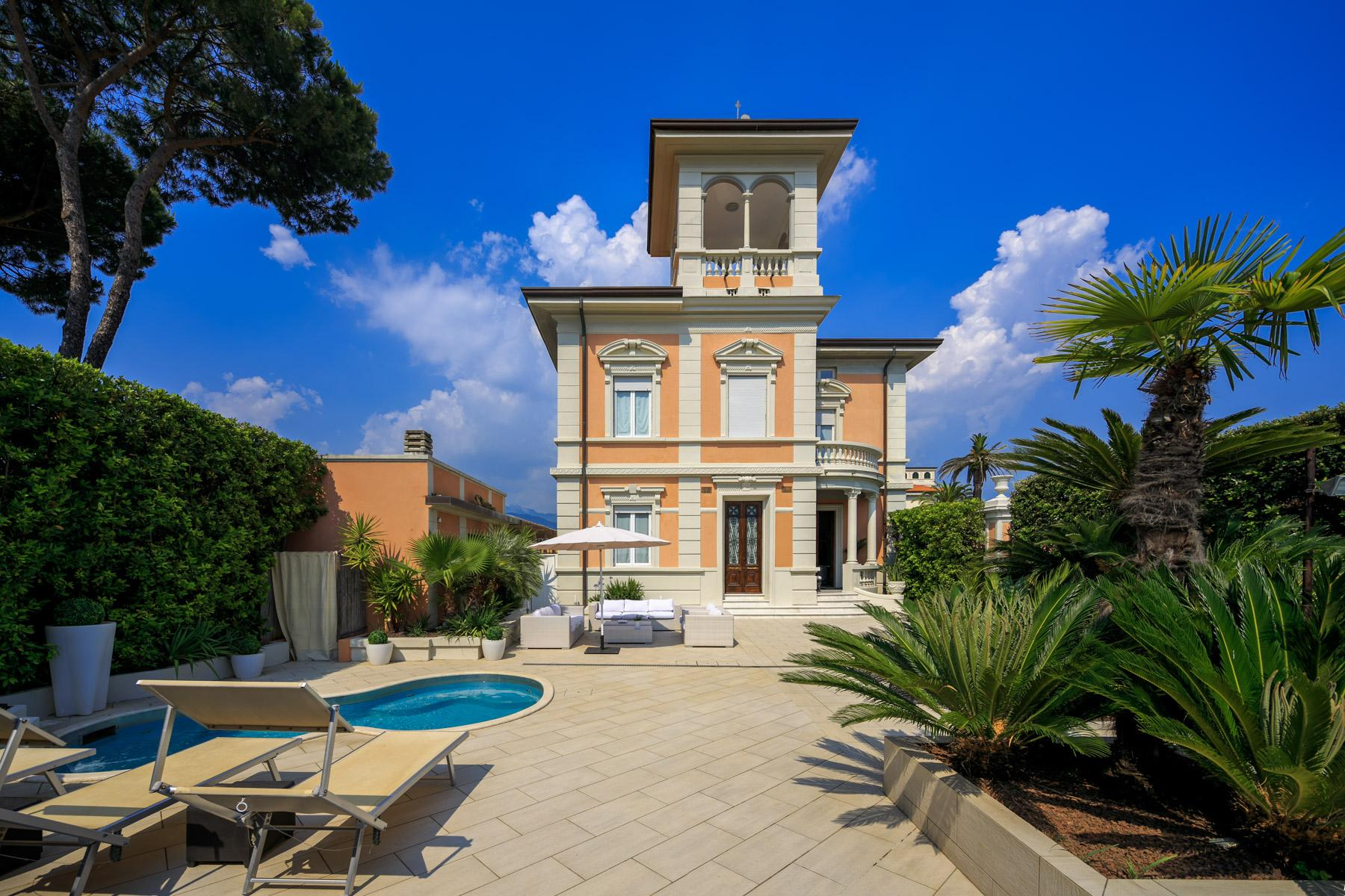 Seafront Villa with tower in Forte dei Marmi - 24