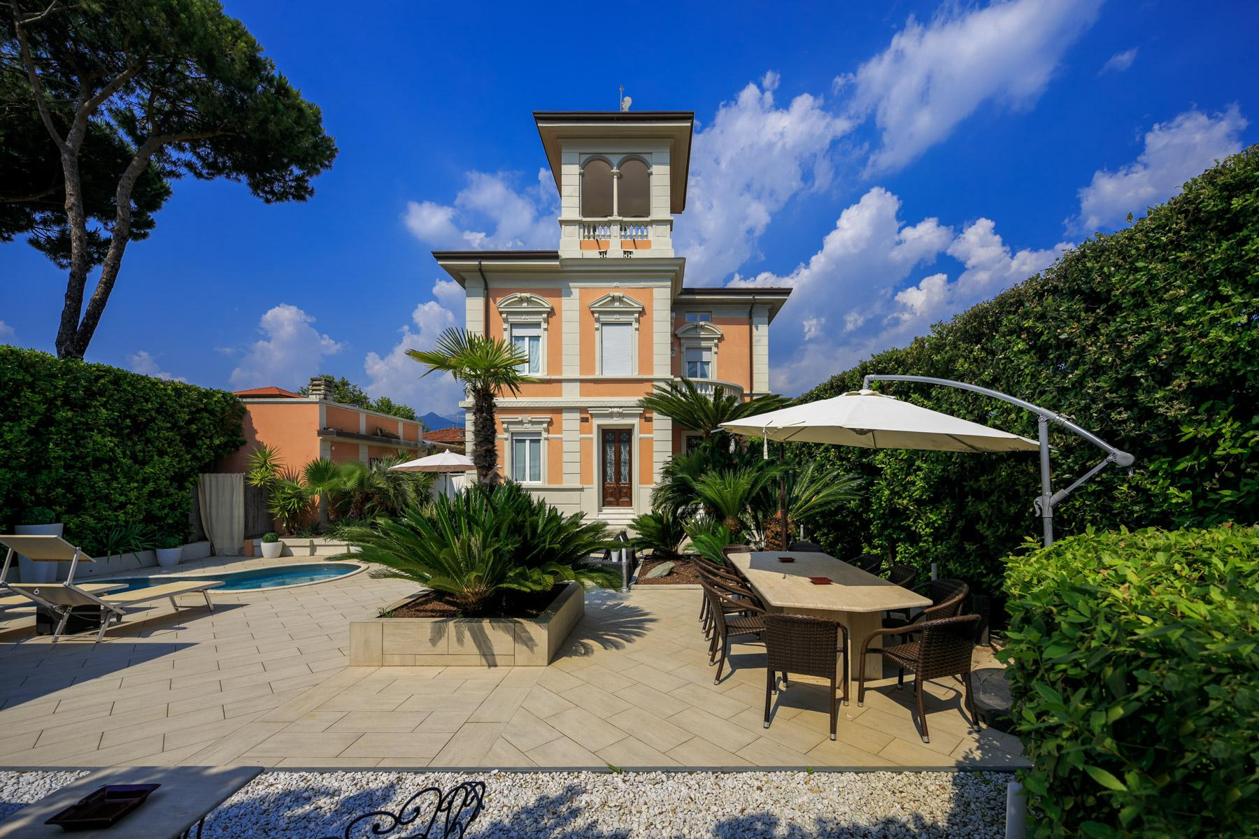 Seafront Villa with tower in Forte dei Marmi - 26