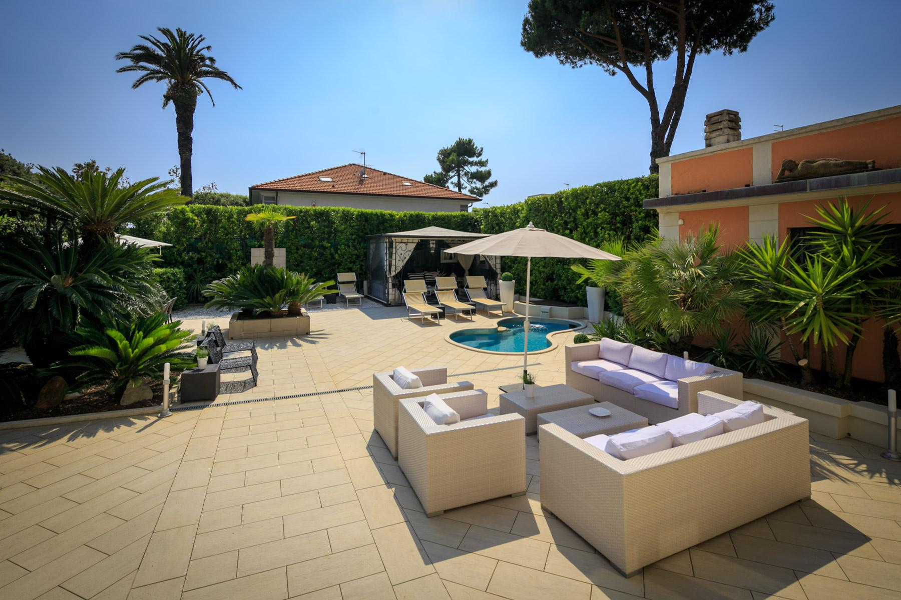 Seafront Villa with tower in Forte dei Marmi - 27