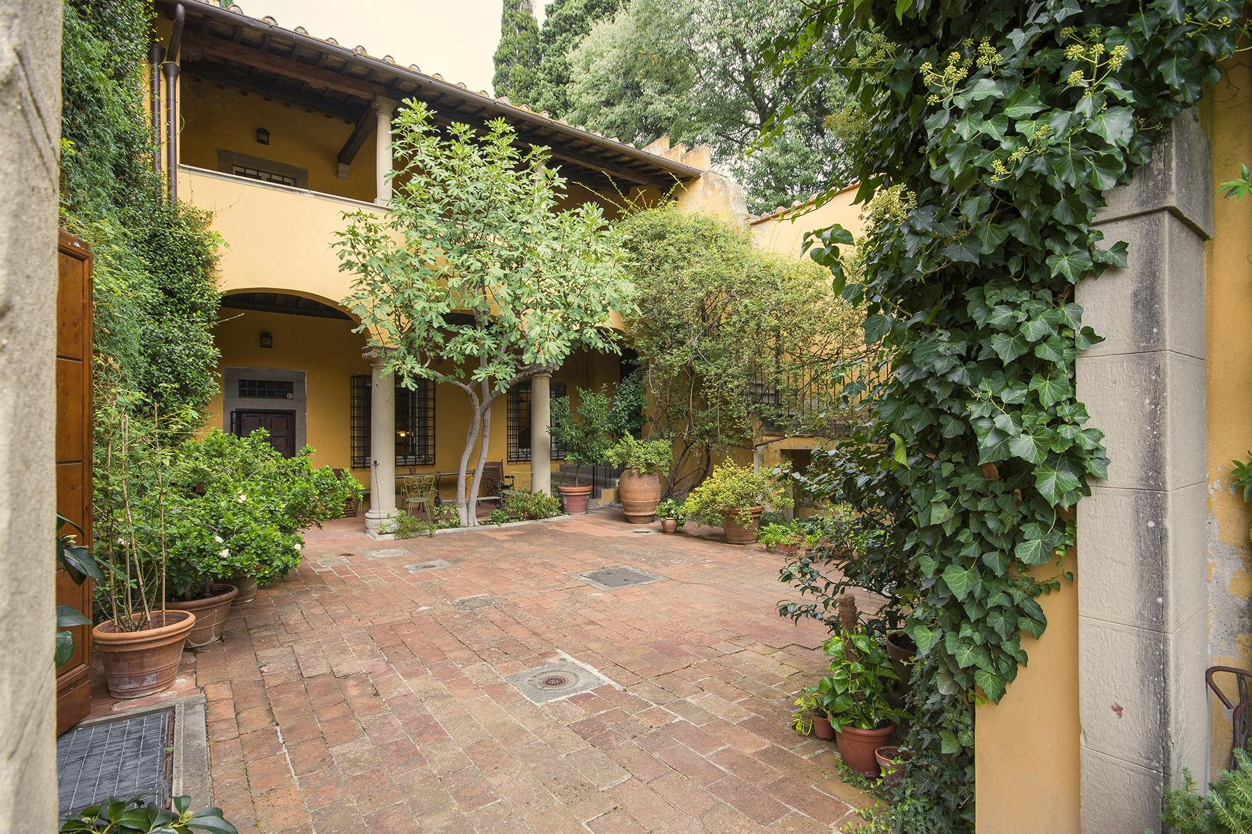 Magnificent villa of great charm close to the city center - 10