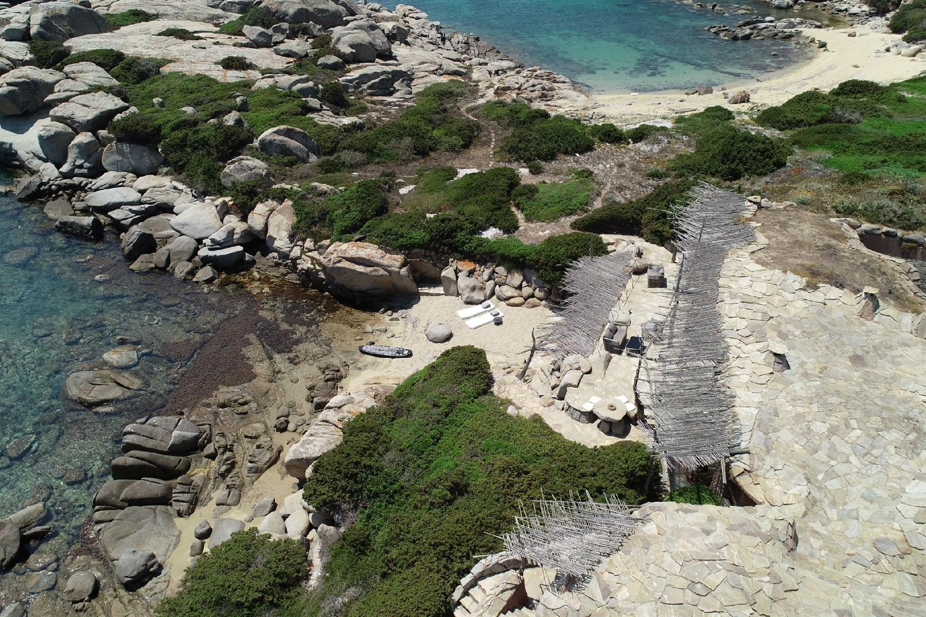 Iconica villa pieds dans l'eau all'ile de Cavallo - 14