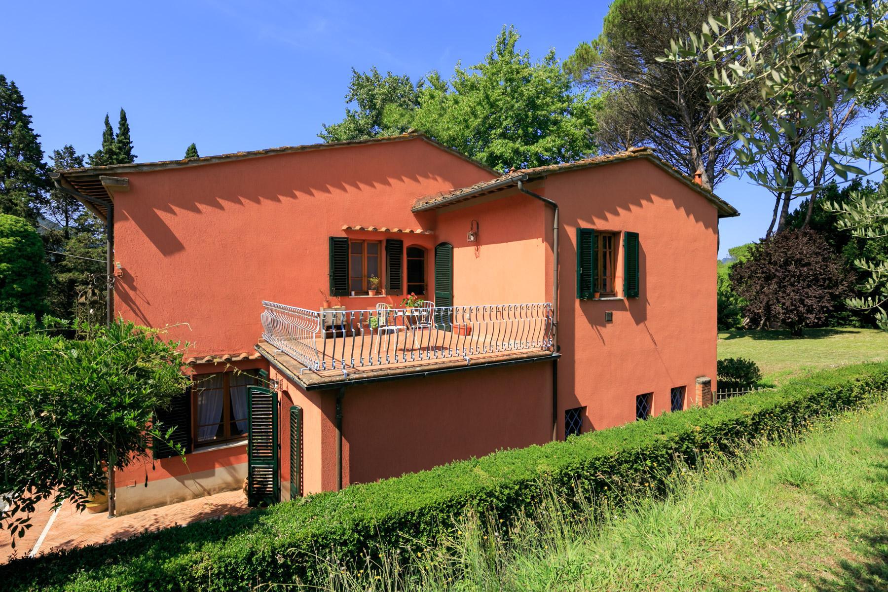 Elegante Villa mit Park und Olivenhainen auf dem Land Luccas - 21