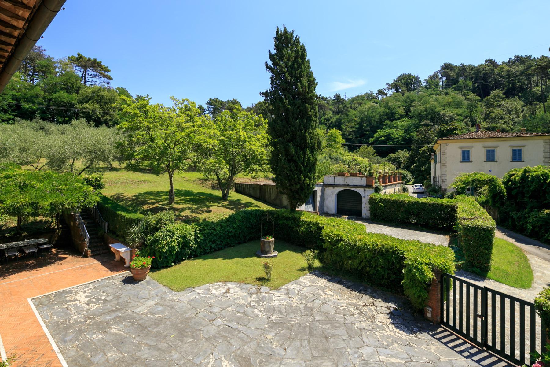 Elegante Villa mit Park und Olivenhainen auf dem Land Luccas - 17